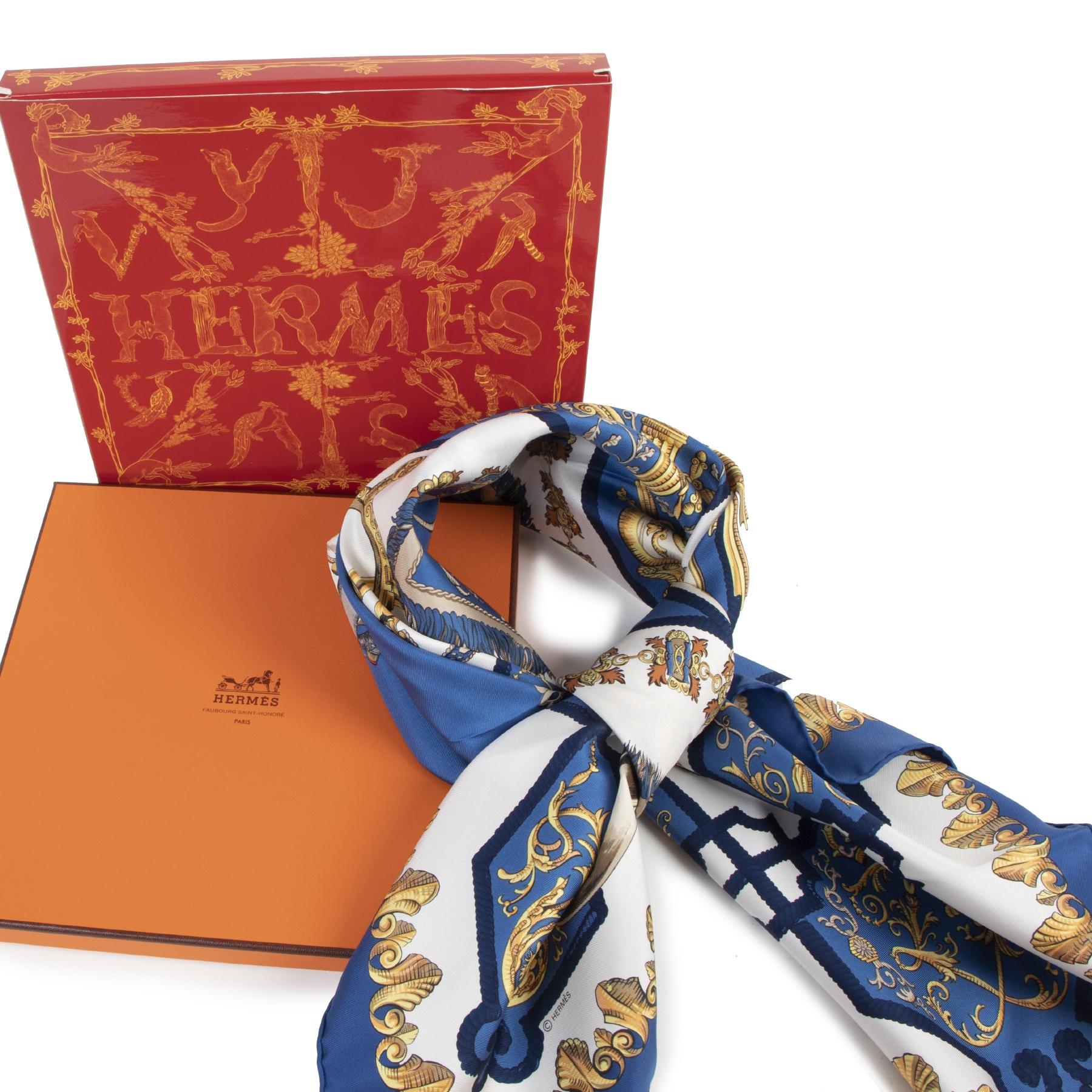 Authentieke Tweedehands Hermes Blue Silk Ludovicus Magnus Carré juiste prijs veilig online shoppen luxe merken webshop winkelen Antwerpen België mode fashion