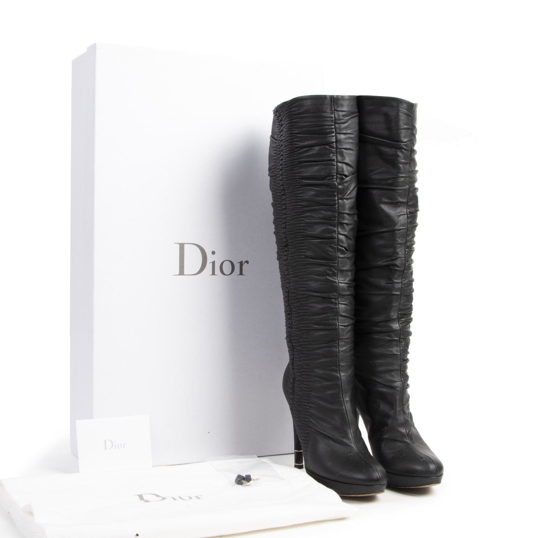 Dior Black Leather Knee High Boots Hermitage pour le meilleur prix chez Labellov à Anvers