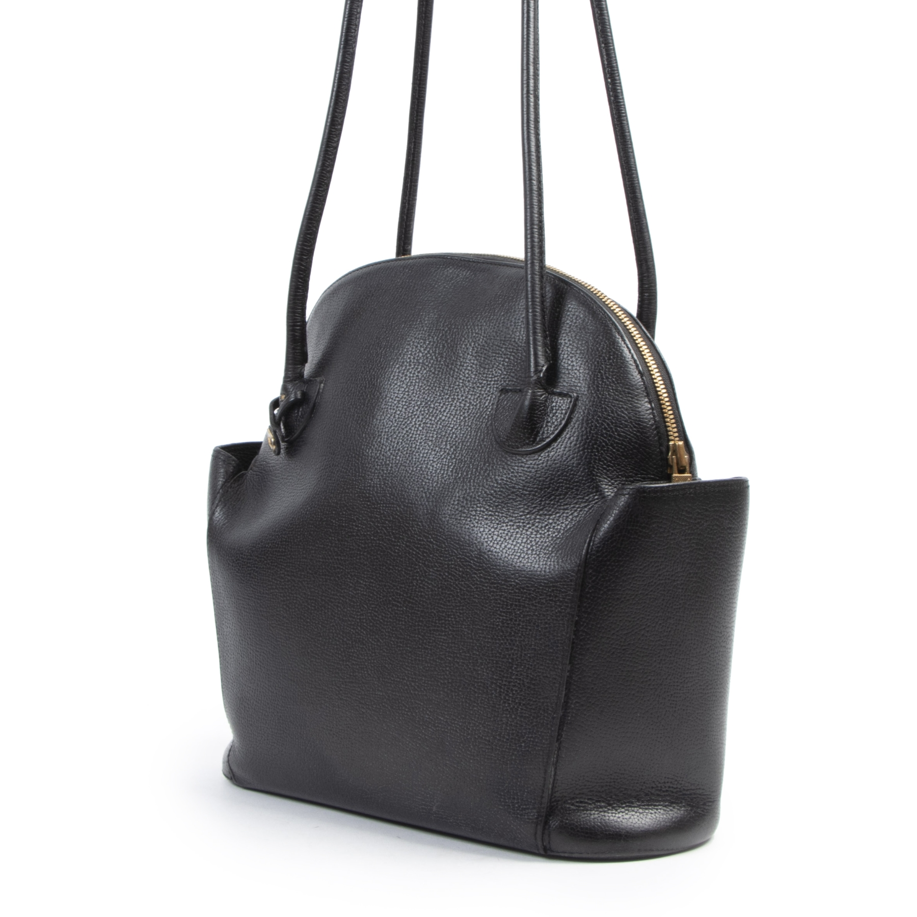 Buy authentic secondhand Delvaux Mousson Black Leather Shoulder Bag at the right price at LabelLOV. Safe and secure online shopping. Koop authentieke tweedehands met de juiste prijs bij LabelLOV. Authentique s