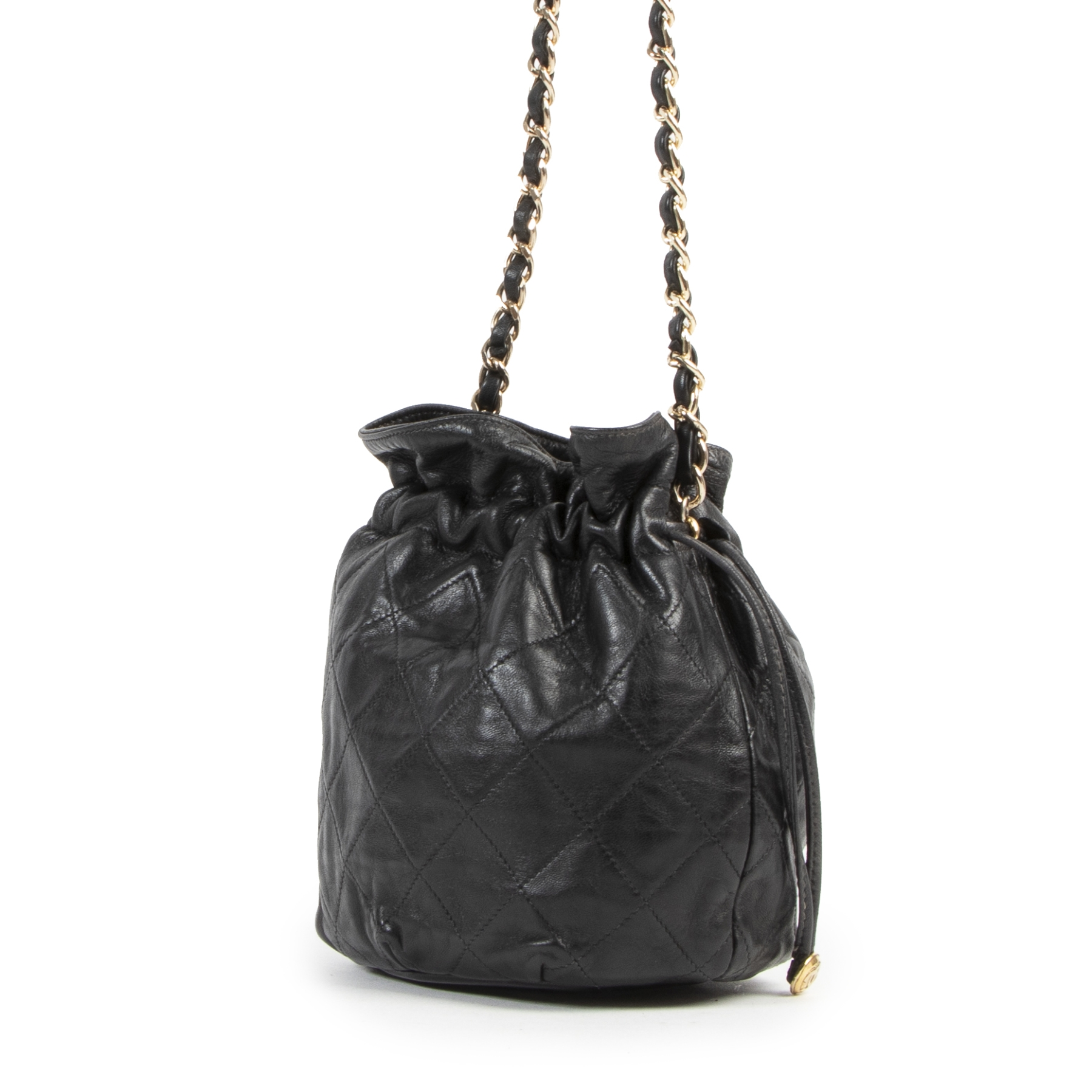 Buy this authentic second-hand vintage Chanel Black Leather Quilted Bucket Bag at online webshop LabelLOV. Safe and secure shopping. Koop deze authentieke tweedehands vintage Chanel Black Leather Quilted Bucket Bag bij online webshop LabelLOV.