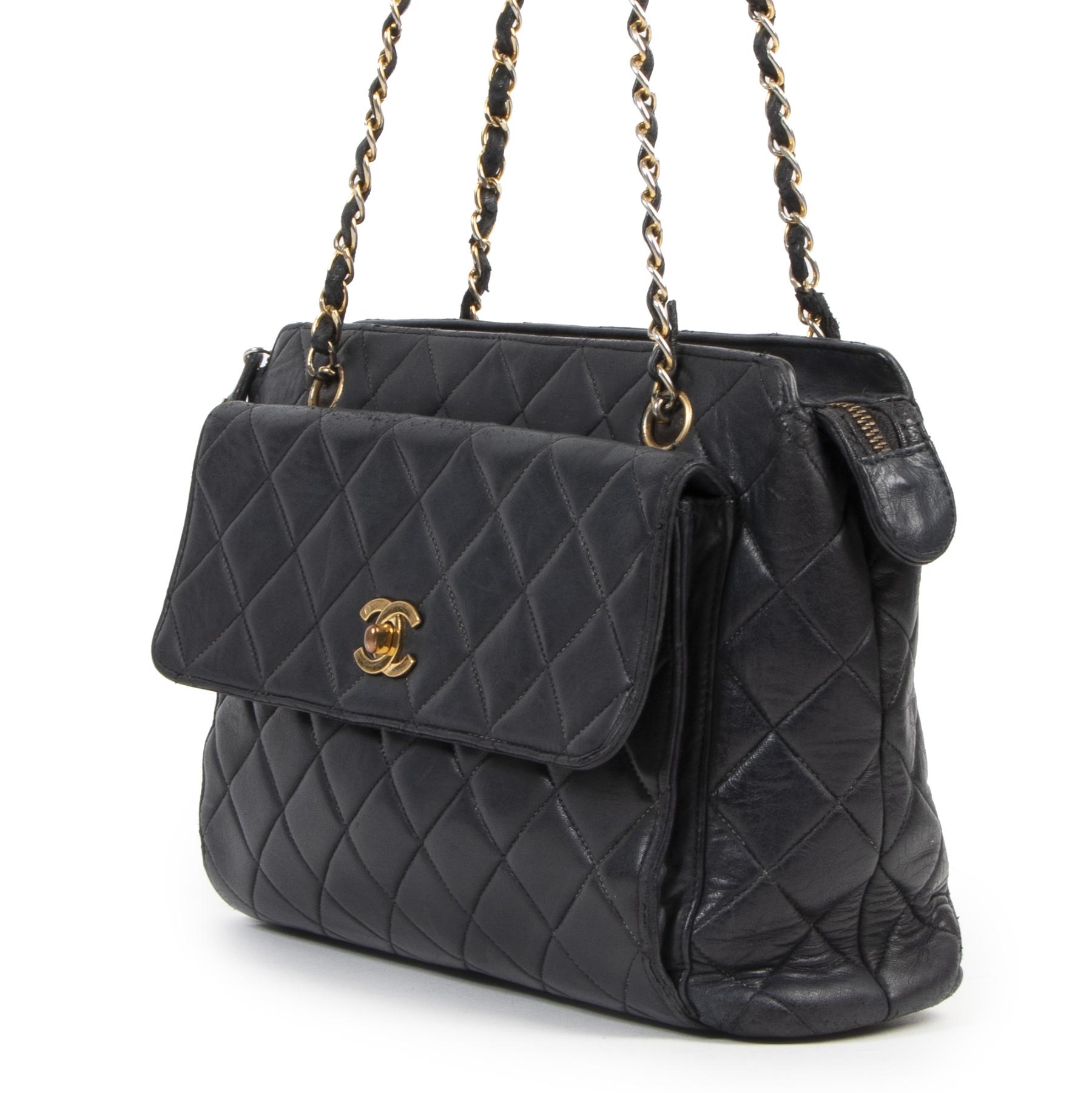 koop veilig online tegen de beste prijs Chanel Navy Quilted Classic Shoulder Bag