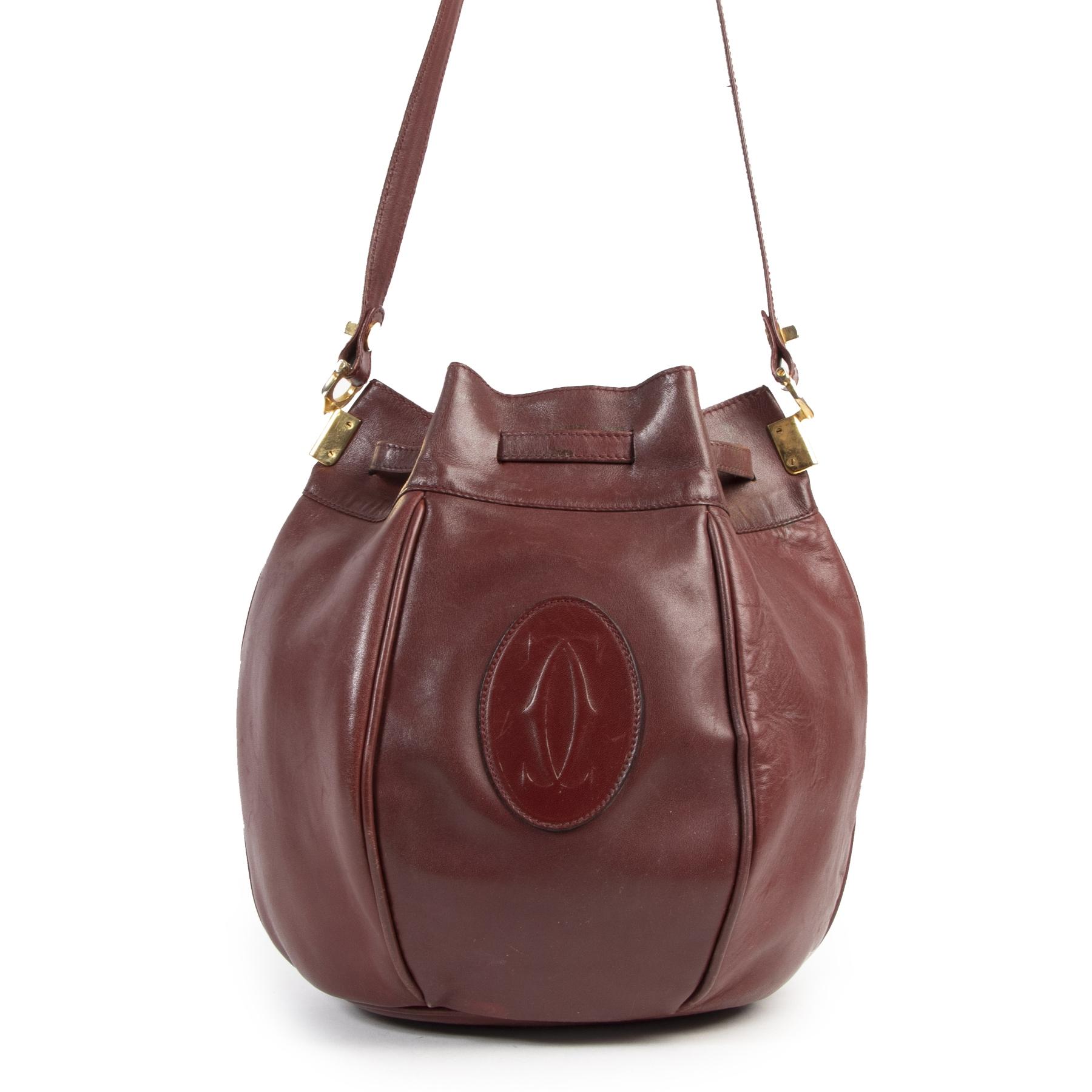 Authentieke Tweedehands Cartier Must De Cartier Burgundy Bucket Bag juiste prijs veilig online shoppen luxe merken webshop winkelen Antwerpen België mode fashion