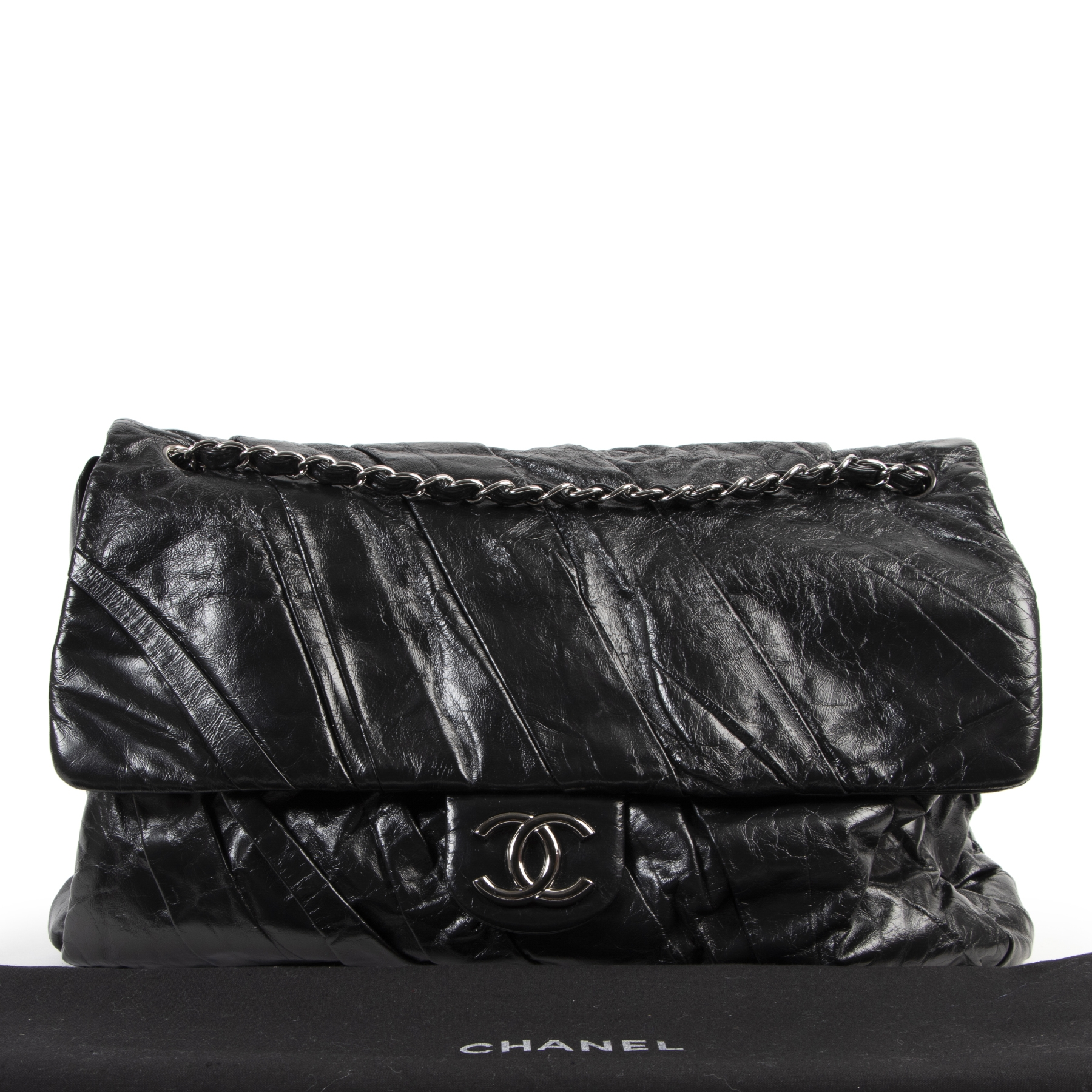 Chanel Black Leather Shoulder Bag for the best price at Labellov secondhand luxury