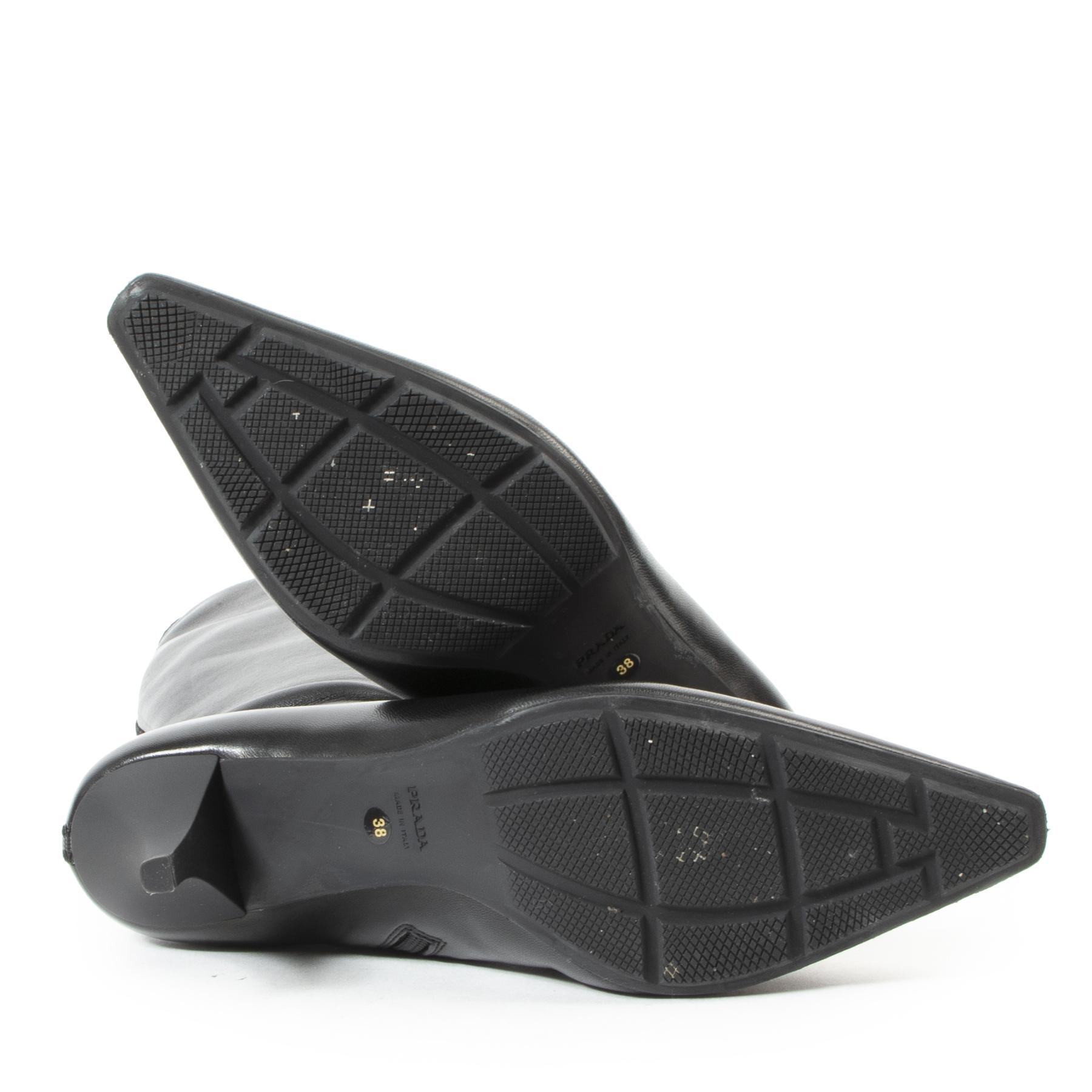 Acheter d'authentiques bottines Prada d'occasion à bon prix chez LabelLOV.