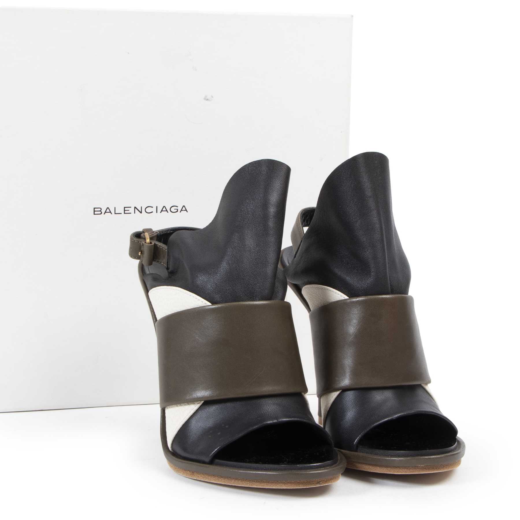 Buy preloved Balenciaga shoes heels at LabelLOV Antwerp.