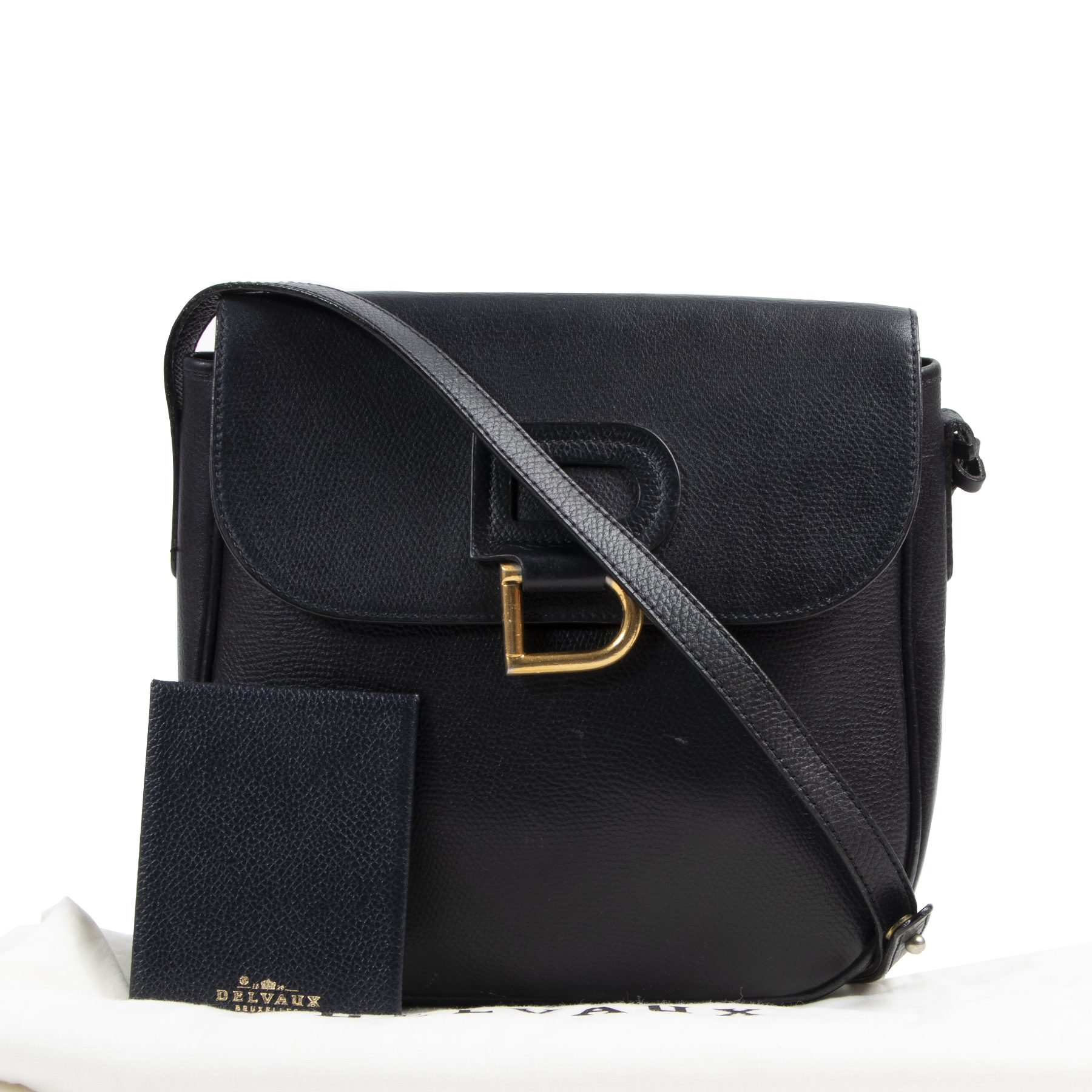 Delvaux Dark Blue Cross-body vintage Bag. Authentieke tweedehands Delvaux handtassen bij LabelLOV Antwerpen. Authentique seconde-main luxury en ligne webshop LabelLOV. Authentic preloved Delvaux handbags at LabelLOV Antwerp.