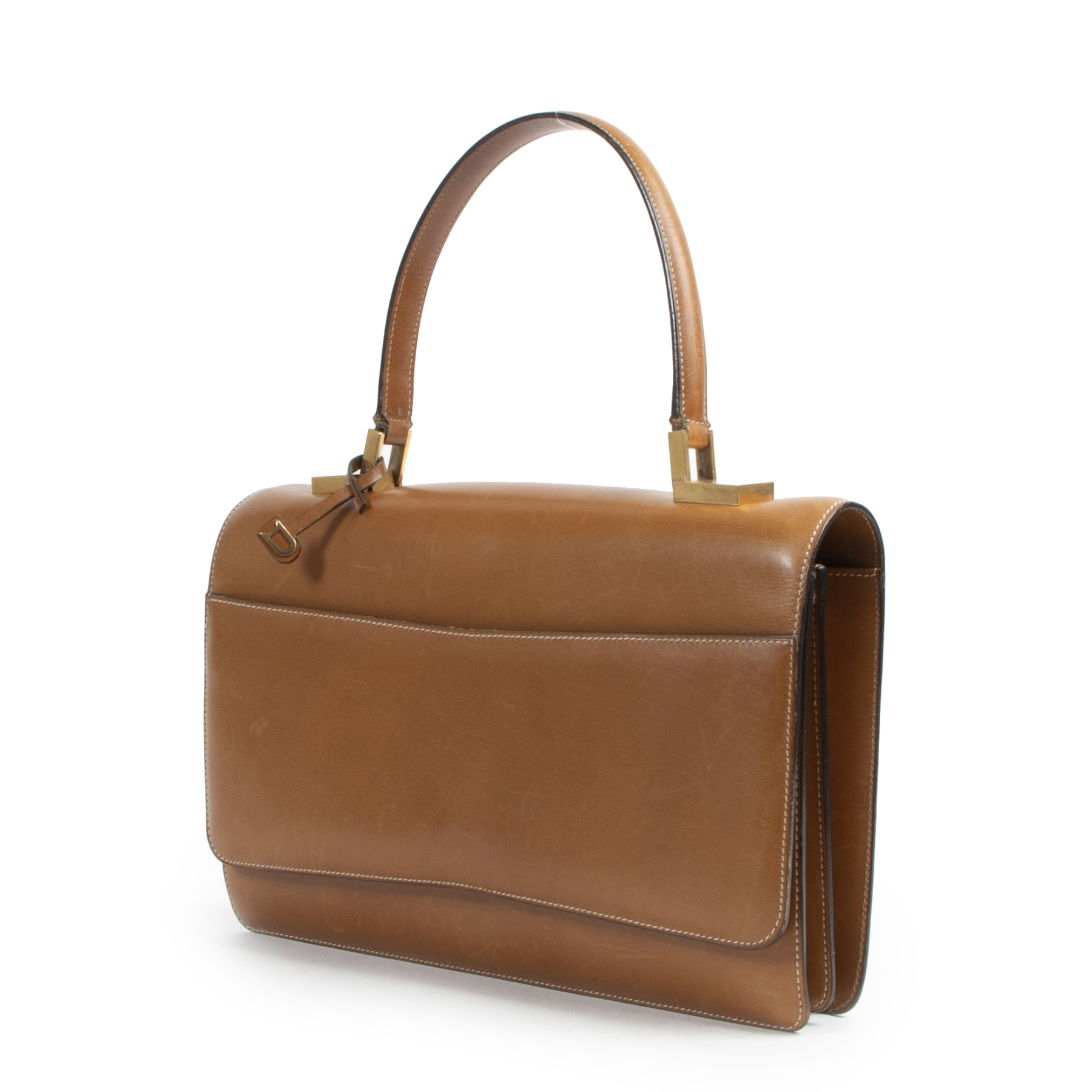 Delvaux Camel Top Handle Bag. Authentieke tweedehands Delvaux handtassen bij LabelLOV Antwerpen. Authentique seconde-main luxury en ligne webshop LabelLOV. Authentic preloved Delvaux handbags at LabelLOV Antwerp.