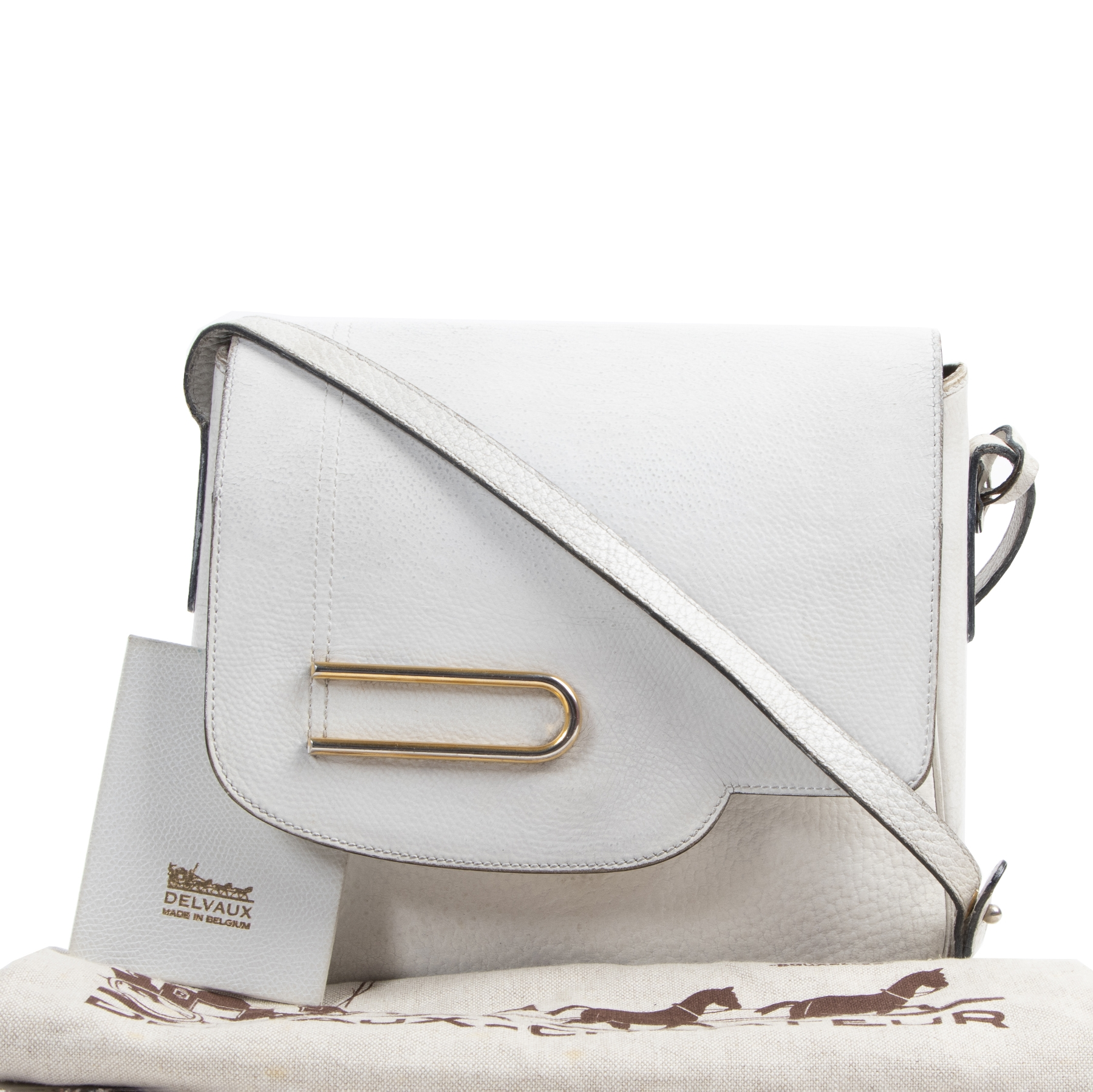 Delvaux White Leather Shoulder Bag. Authentieke tweedehands vintage Delvaux handtassen bij LabelLOV Antwerpen. Authentique seconde-main luxury vintage en ligne webshop LabelLOV. Authentic preloved vintage Delvaux handbags at LabelLOV Antwerp.