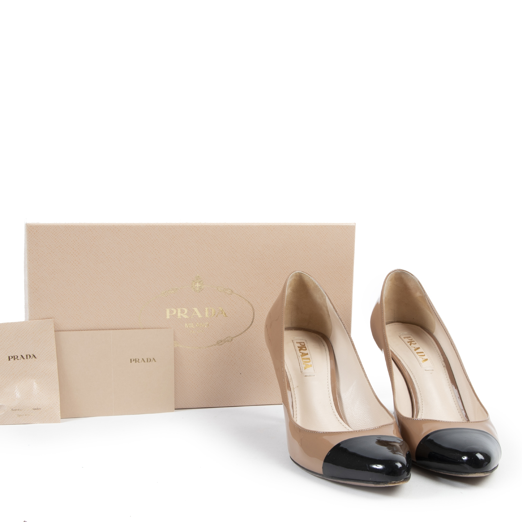 Buy authentic second hand Prada pumps with right price at LabelLOV.