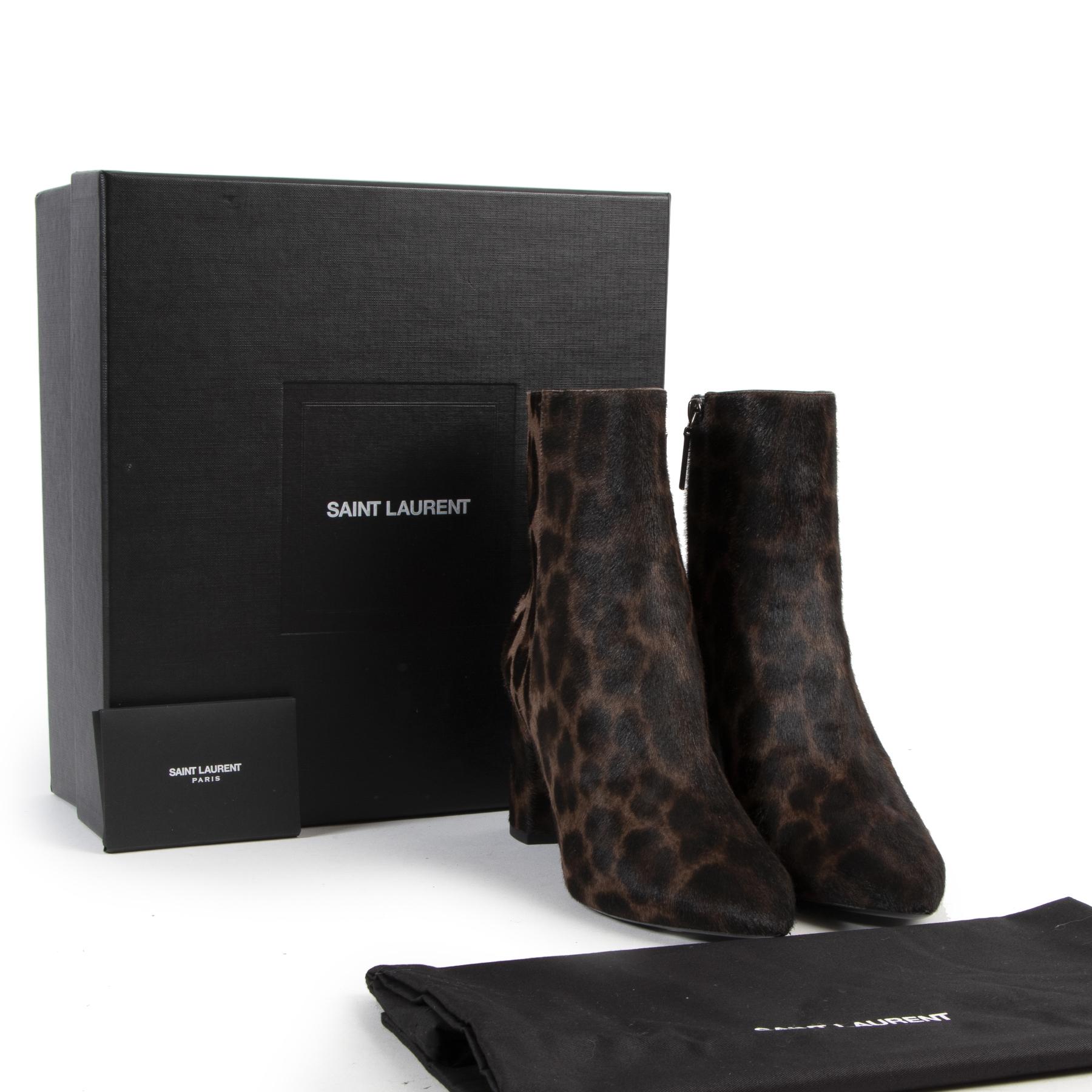 Online tweedehands designer Saint Laurent laarsjes. Betaal veilig en online bij LabelLOV Antwerpen.