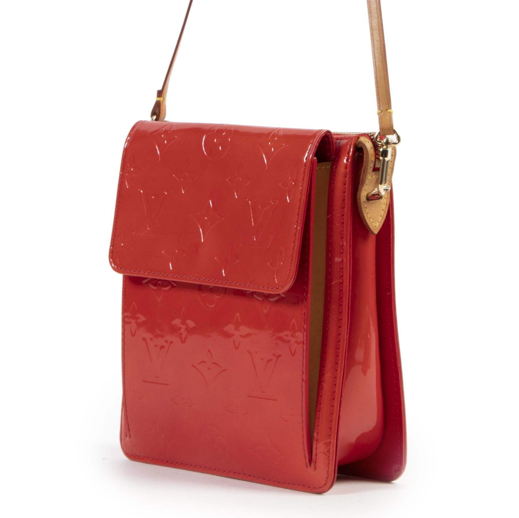 Louis Vuitton Red Patent Mott Shoulder Bag kopen en verkopen aan de beste prijs bij Labellov
