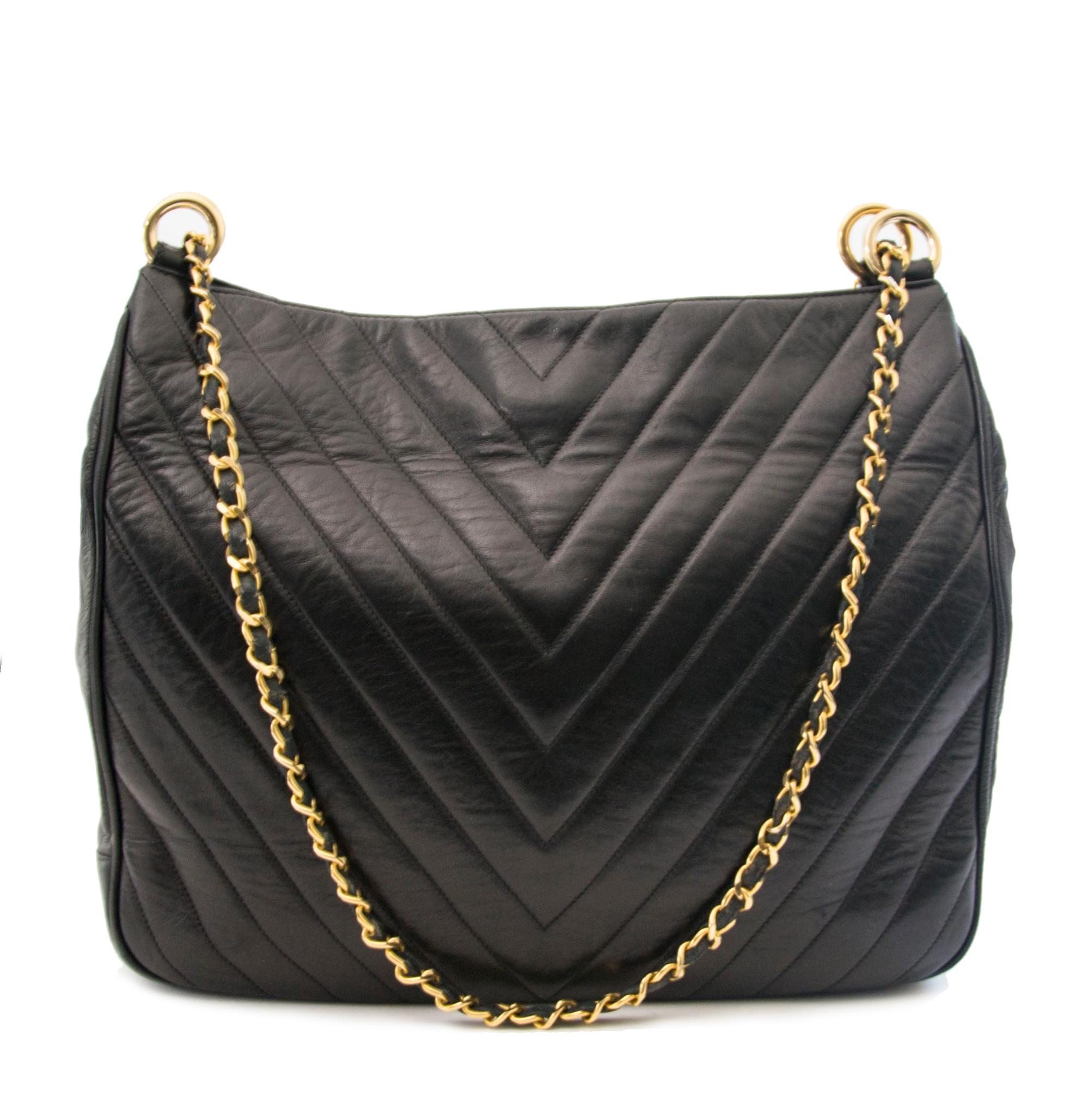 d89a85f6bfd6 ... koop online tegen de beste prijs Chanel Vintage Black Cheveron  Shoulderbag