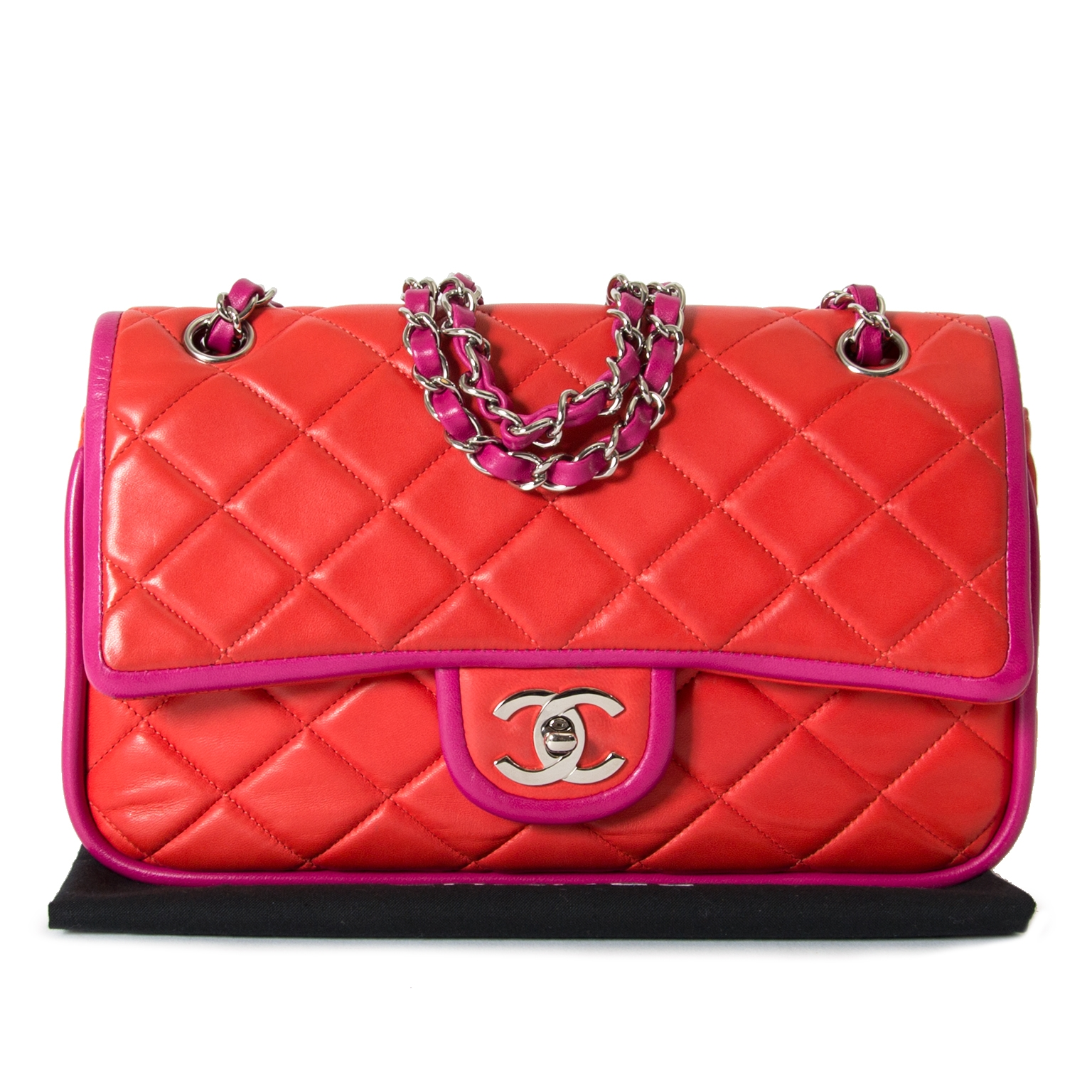 39ef40d80f42 ... Chanel Bicolor Classic Flap Bag Medium now for sale at labellov vintage  fashion webshop belgium