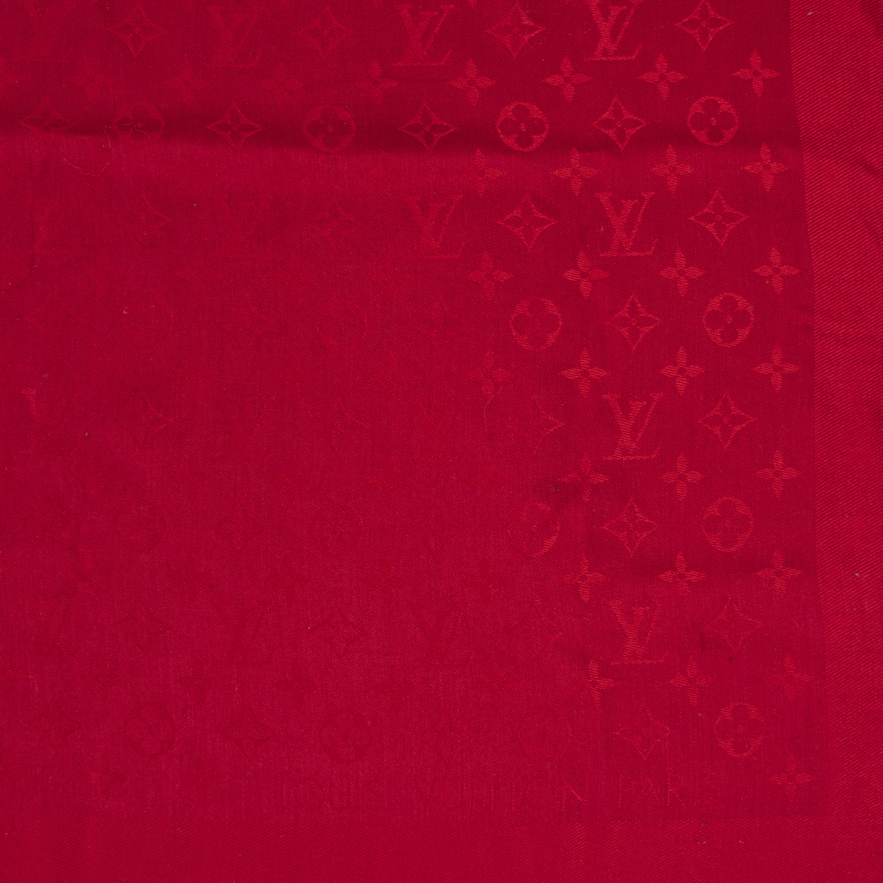 We buy and sell your authentic designe Louis Vuitton Red Monogram Scarf for the best price online at Labellov secondhand luxury in Antwerp Belgium