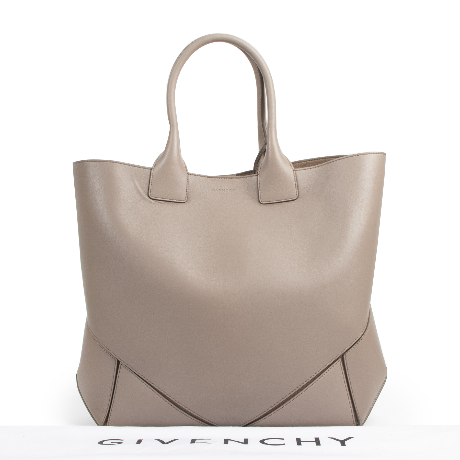 Givenchy Easy Medium Antigona Blush Taupe Leather Tote for the best price at Labellov