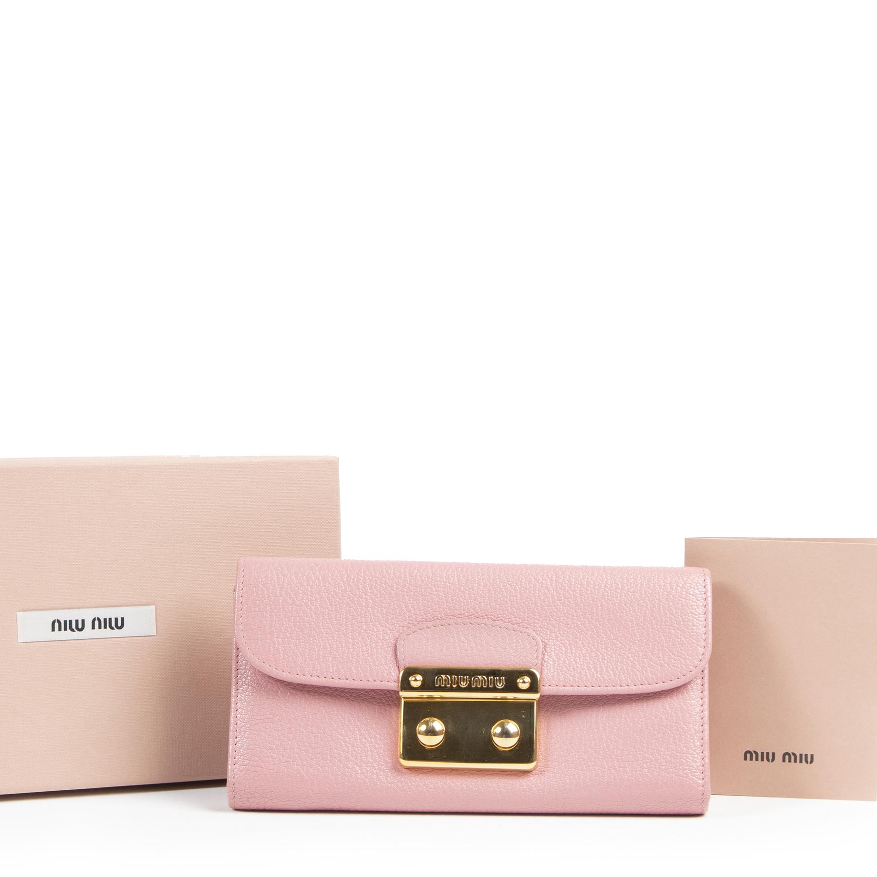 Authentieke tweedehands Miu Miu juiste prijs veilig online winkelen LabelLOV webshop luxemerken winkelen Antwerpen België mode fashion