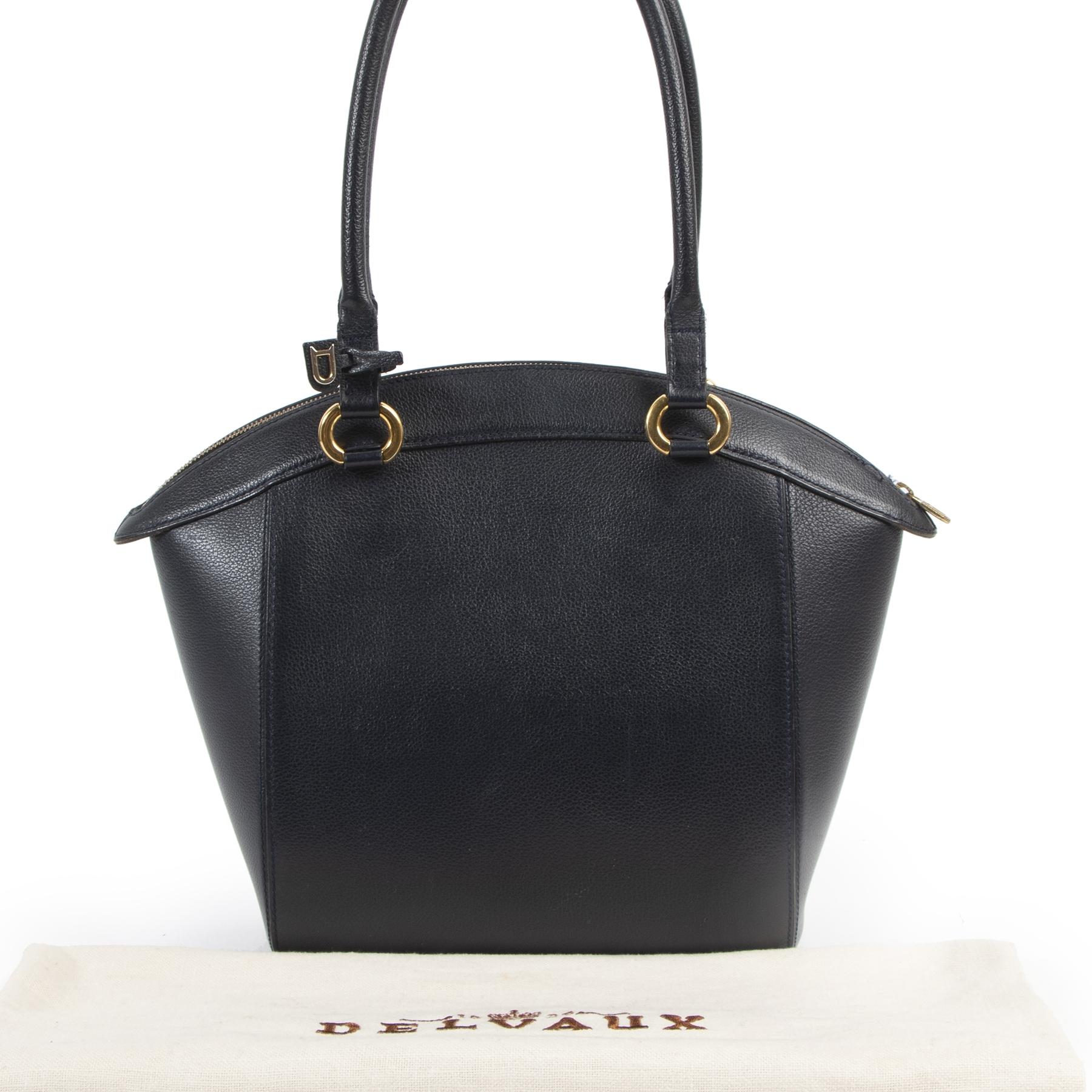 Authentic secondhand Delvaux Blue Charme Shoulder Bag designer bags fashion luxury vintage webshop safe secure online shopping