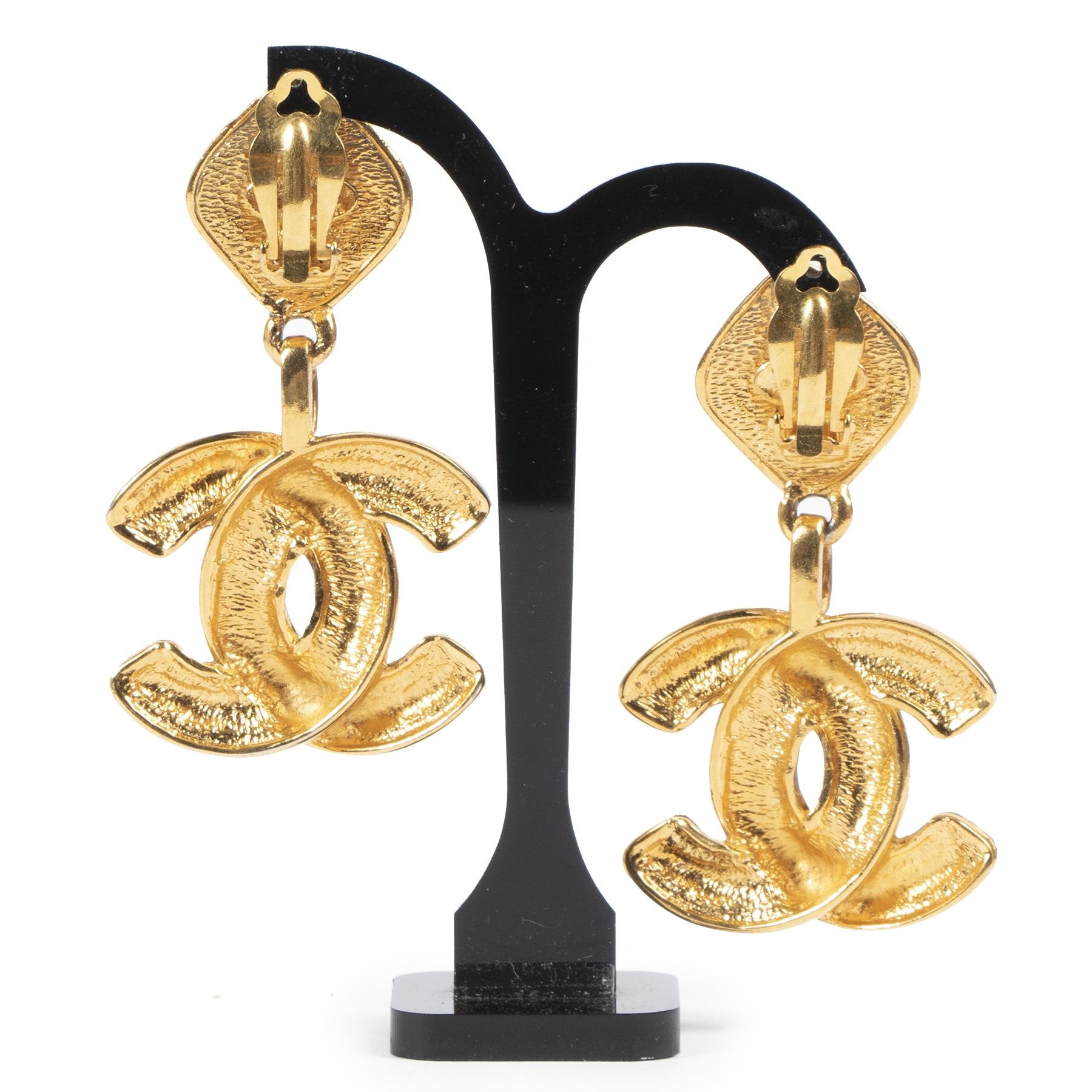 koop veilig onilne tegen de beste prijs Chanel Vintage Quilted CC Dangling Earrings