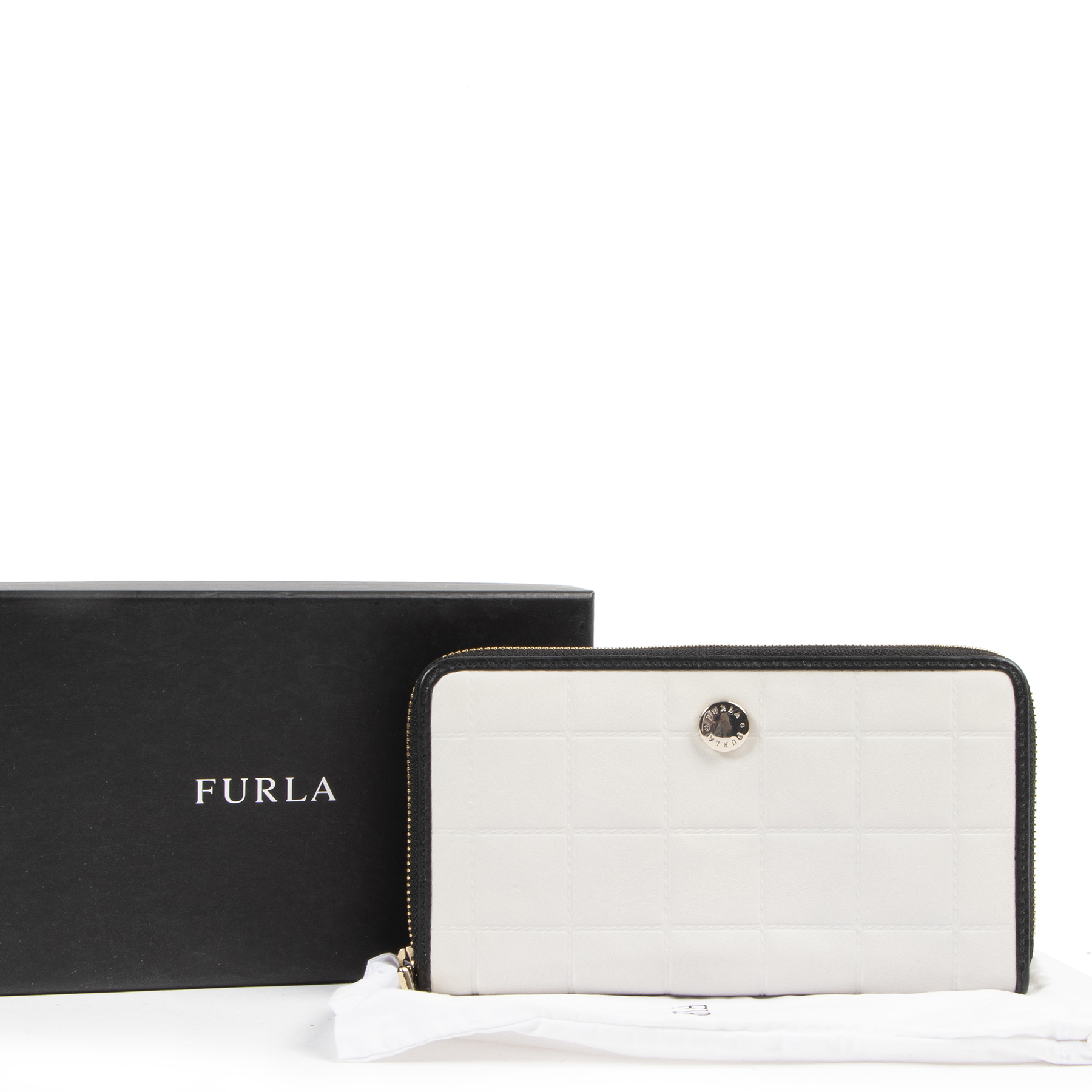 Authentic secondhand Furla Off-White Zippy Wallet designer accessories fashion luxury vintage webshop safe secure online shopping