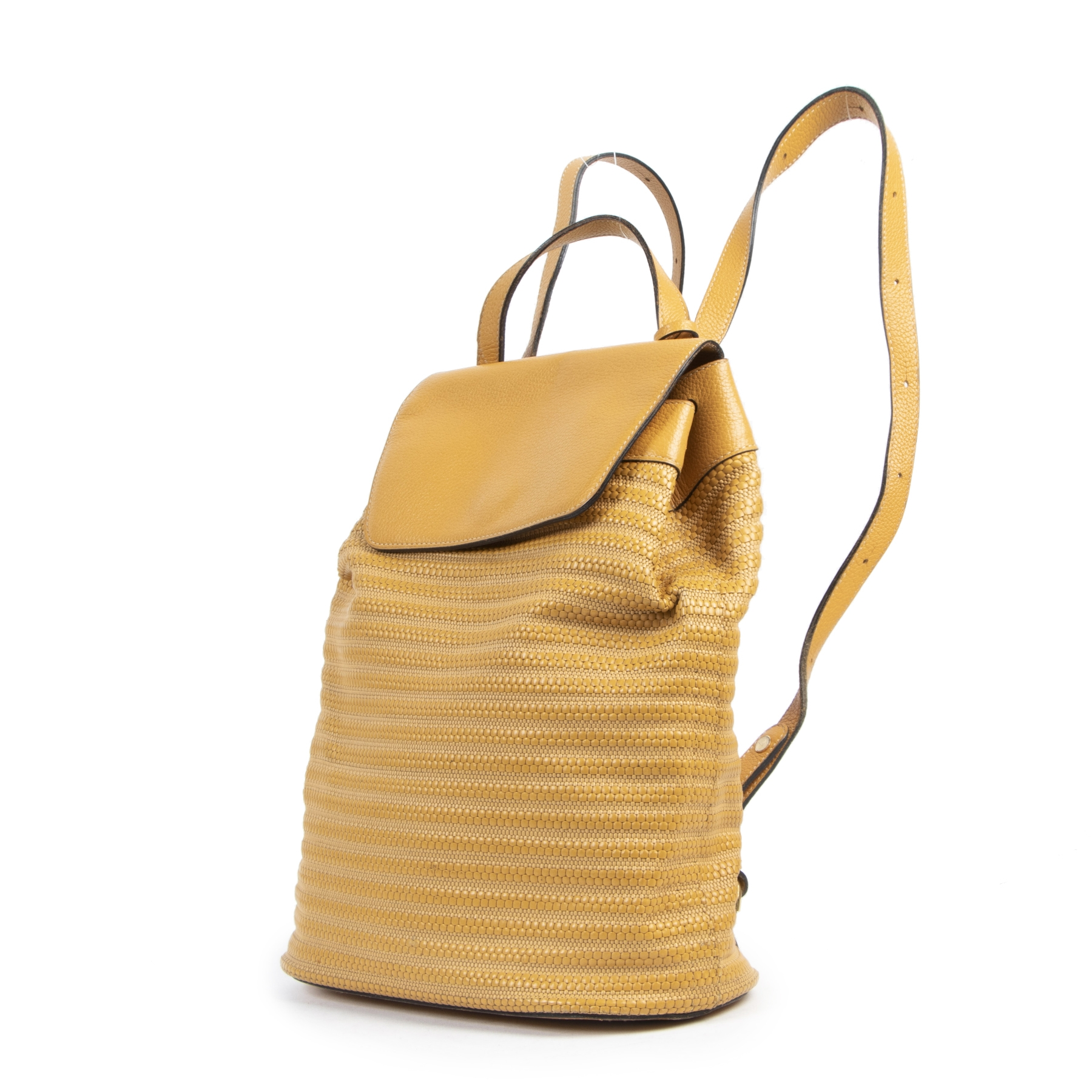 Buy authentic secondhand Delvaux Yellow Toile De Cuir Back Pack at the right price at LabelLOV vintage webshop. Safe and secure online shopping. Koop authentieke tweedehands Delvaux Yellow Toile De Cuir Back Pack met