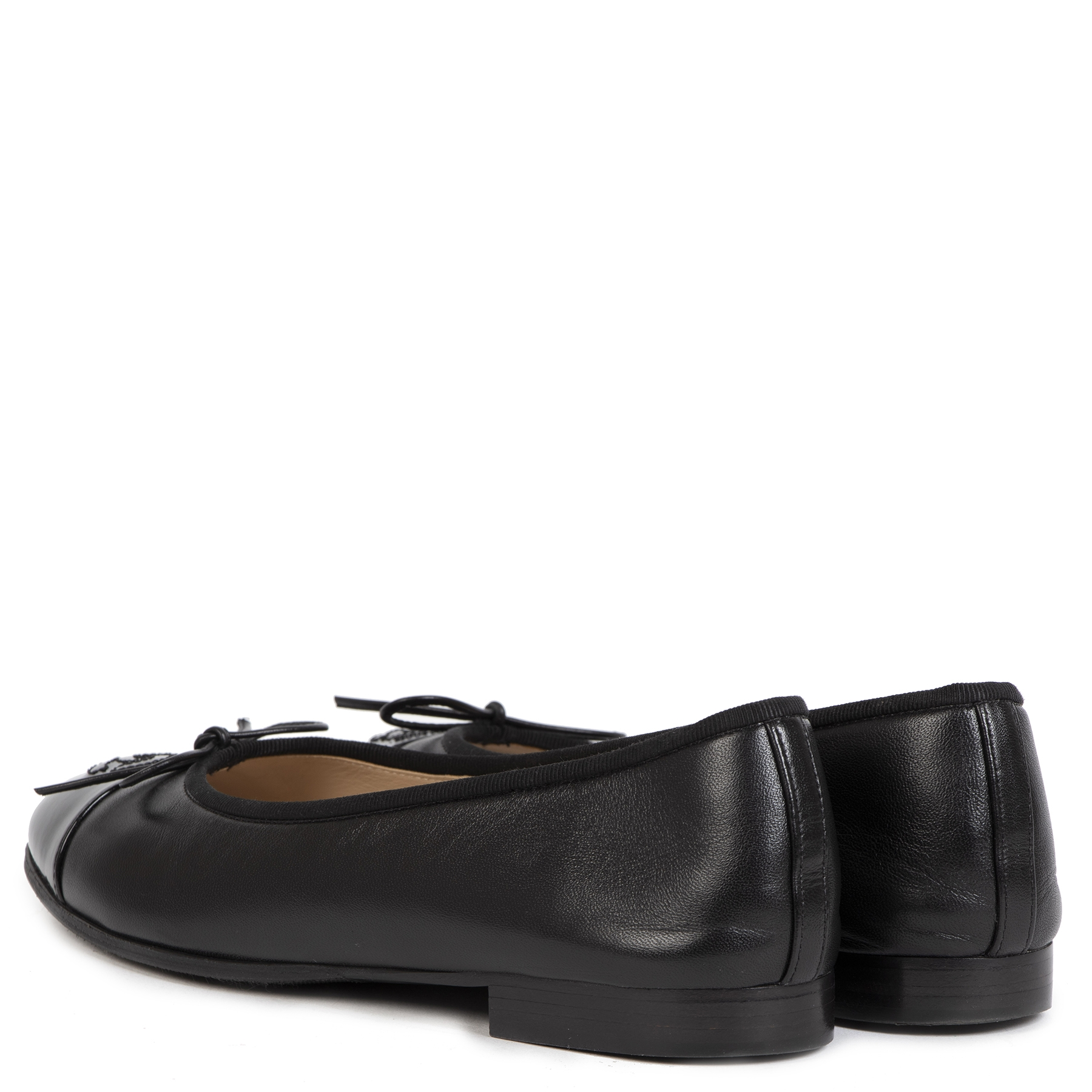 Buy authentic secondhand Chanel Black Flats - Size: 35,5 at the right price safe and secure online webshop LabelLOV luxury brand shop LabelLOV Antwerp Belgium