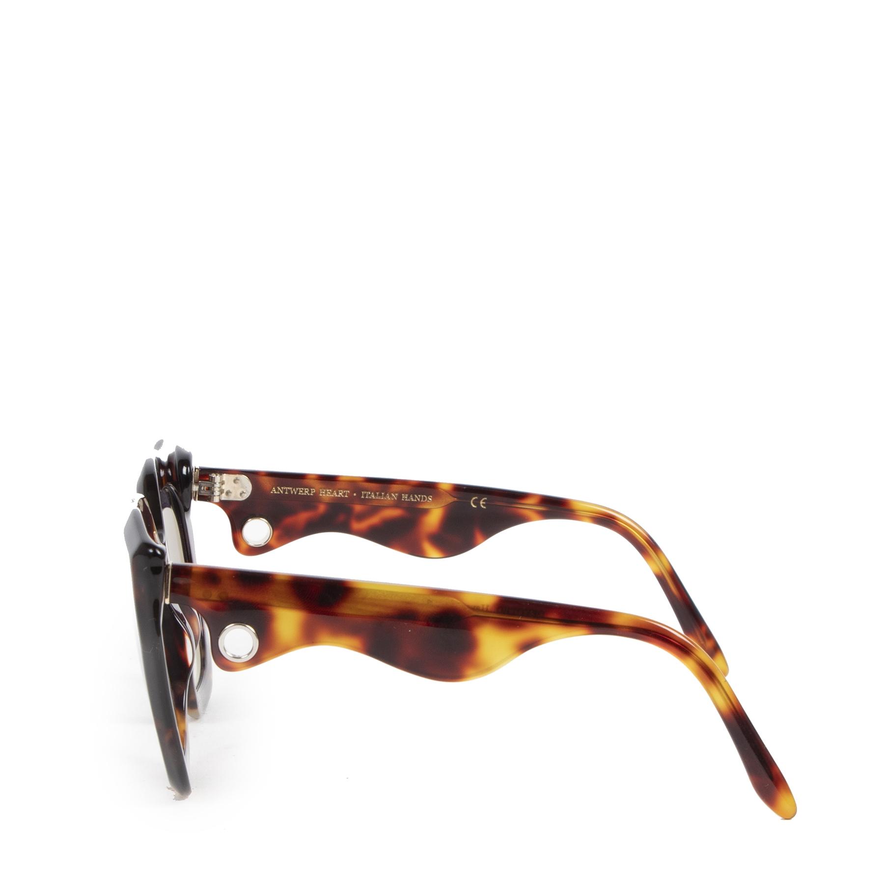 Laurence D'Ari Devoted Havana Twice Sunglasses pour le meilleur prix chez Labellov à Anvers