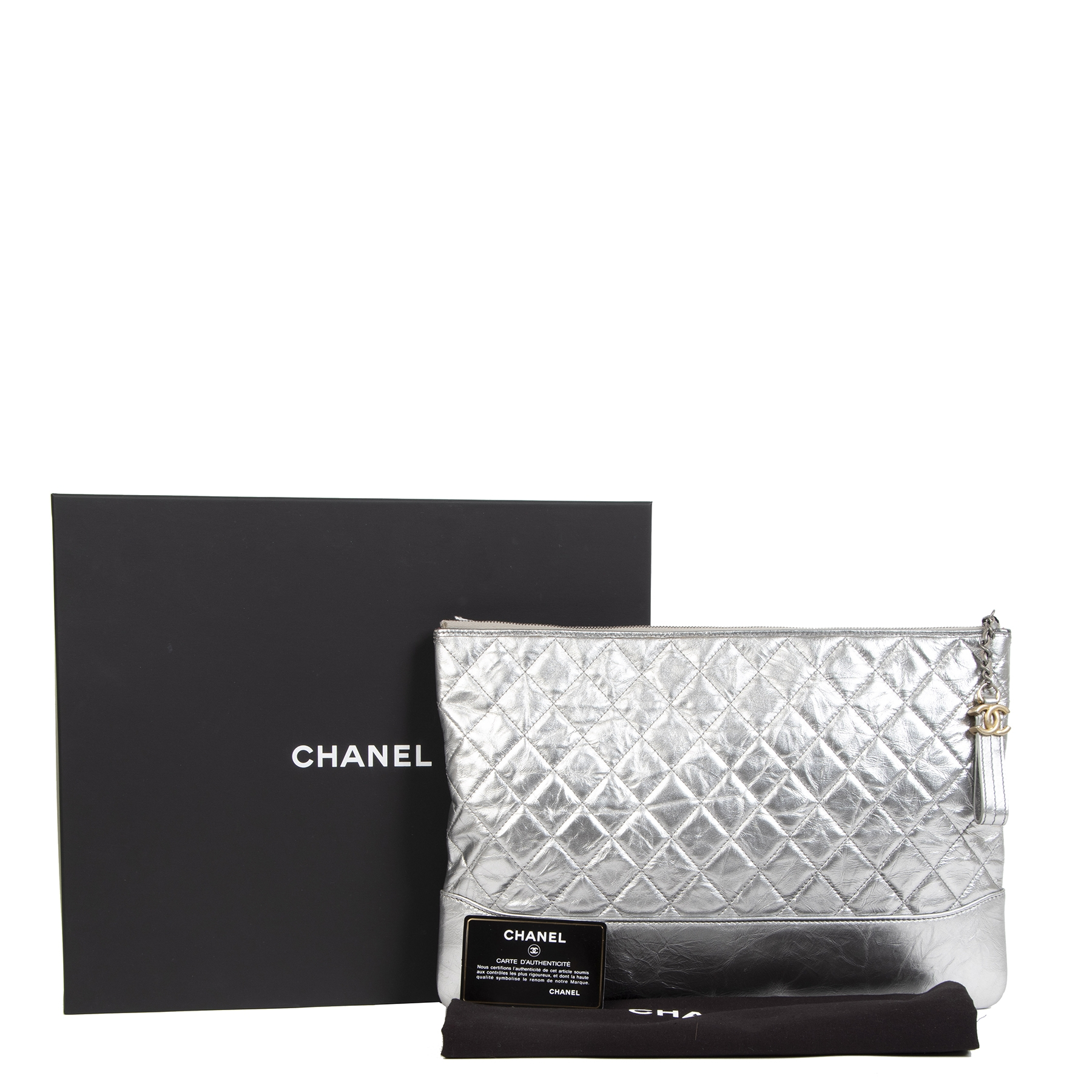 Authentique seconde-main vintage Chanel Gabrielle O Case Silver Metallic Quilted Leather Clutch achète en ligne webshop LabelLOV