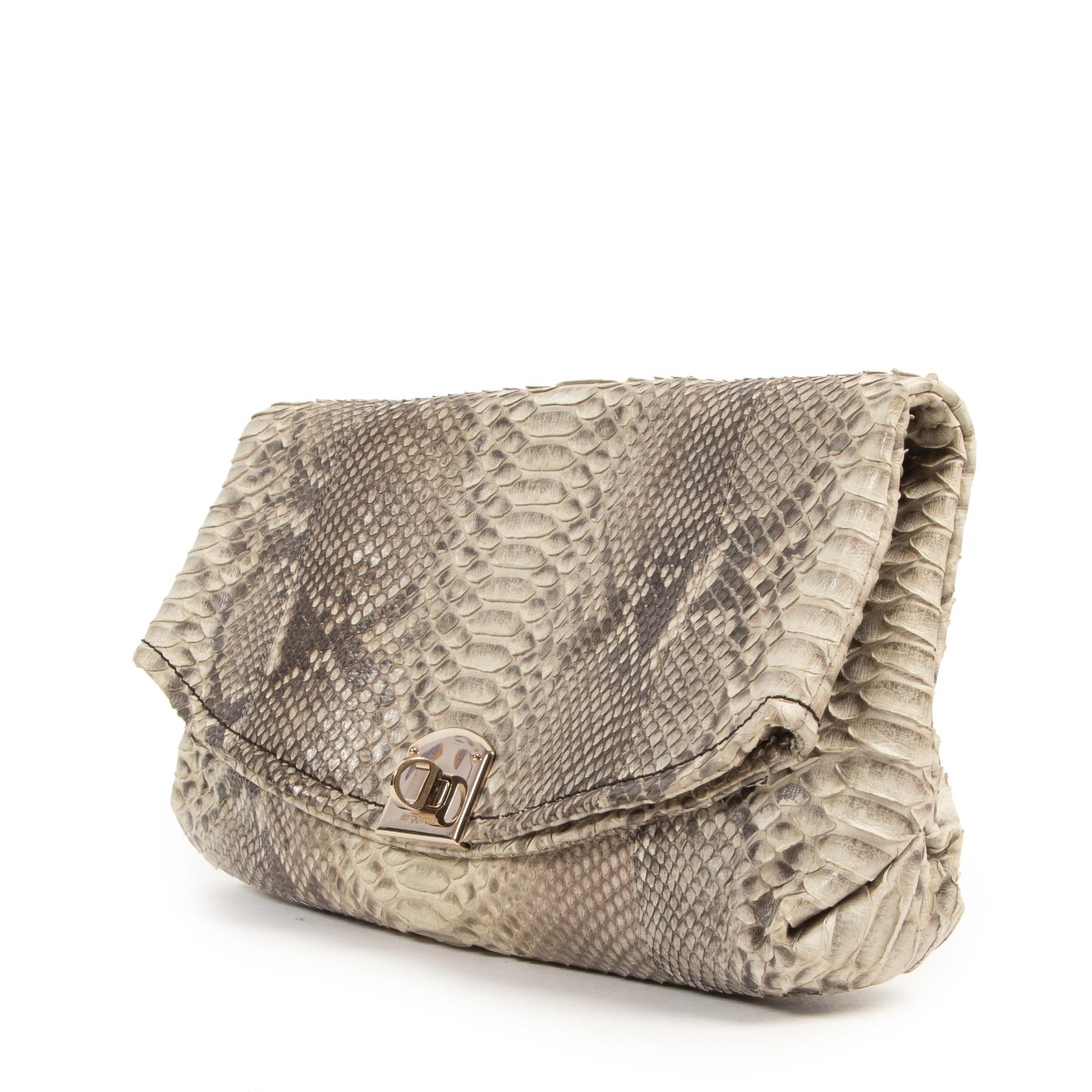 Bent u op zoek naar een authentieke Sergio Rossi Python Printed Clutch Bag