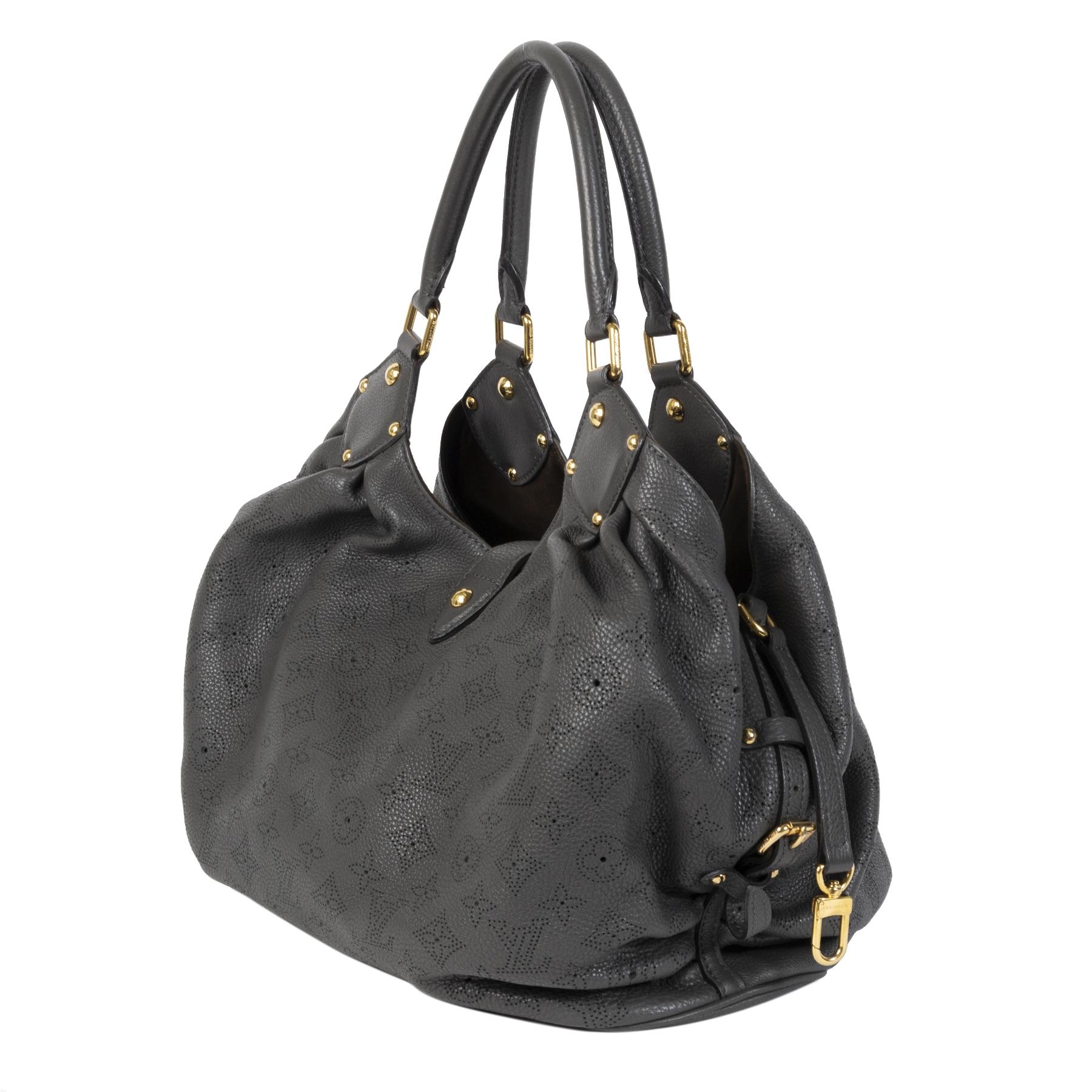 Authentique seconde main Louis Vuitton Grey Mahina Shoulder Bag achète en ligne webshop LabelLOV