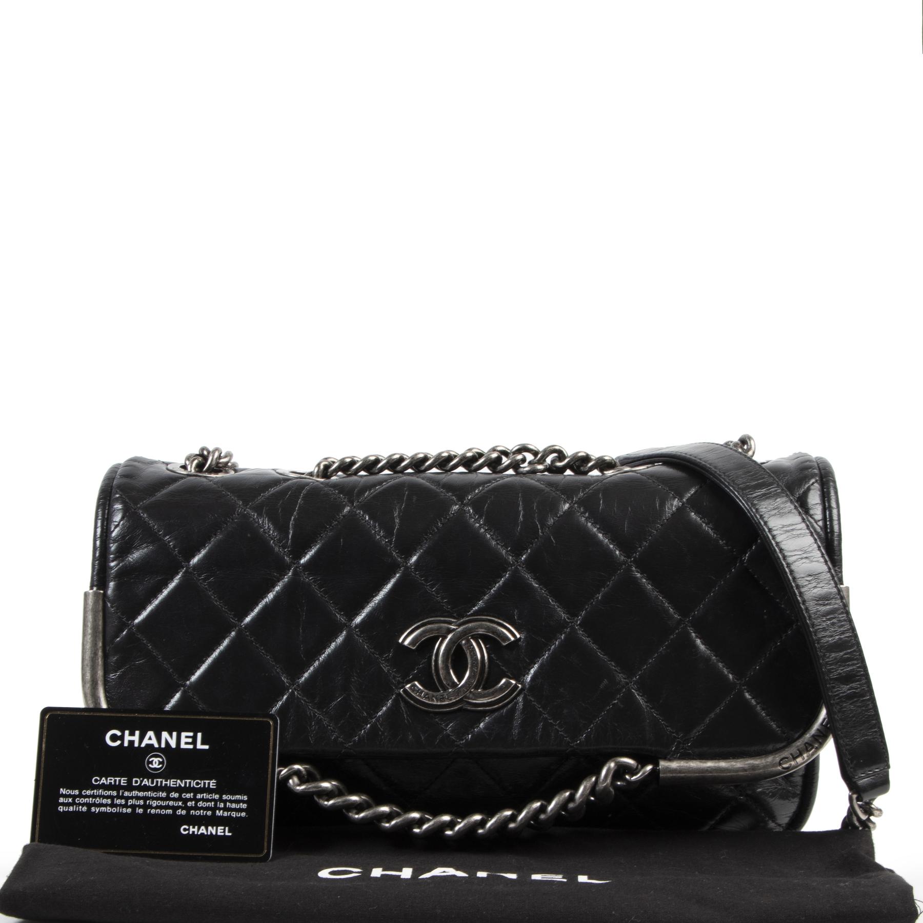Authentieke tweedhehands vintage Chanel Black Distressed Leather Shoulder Bag koop online webshop LabelLOV