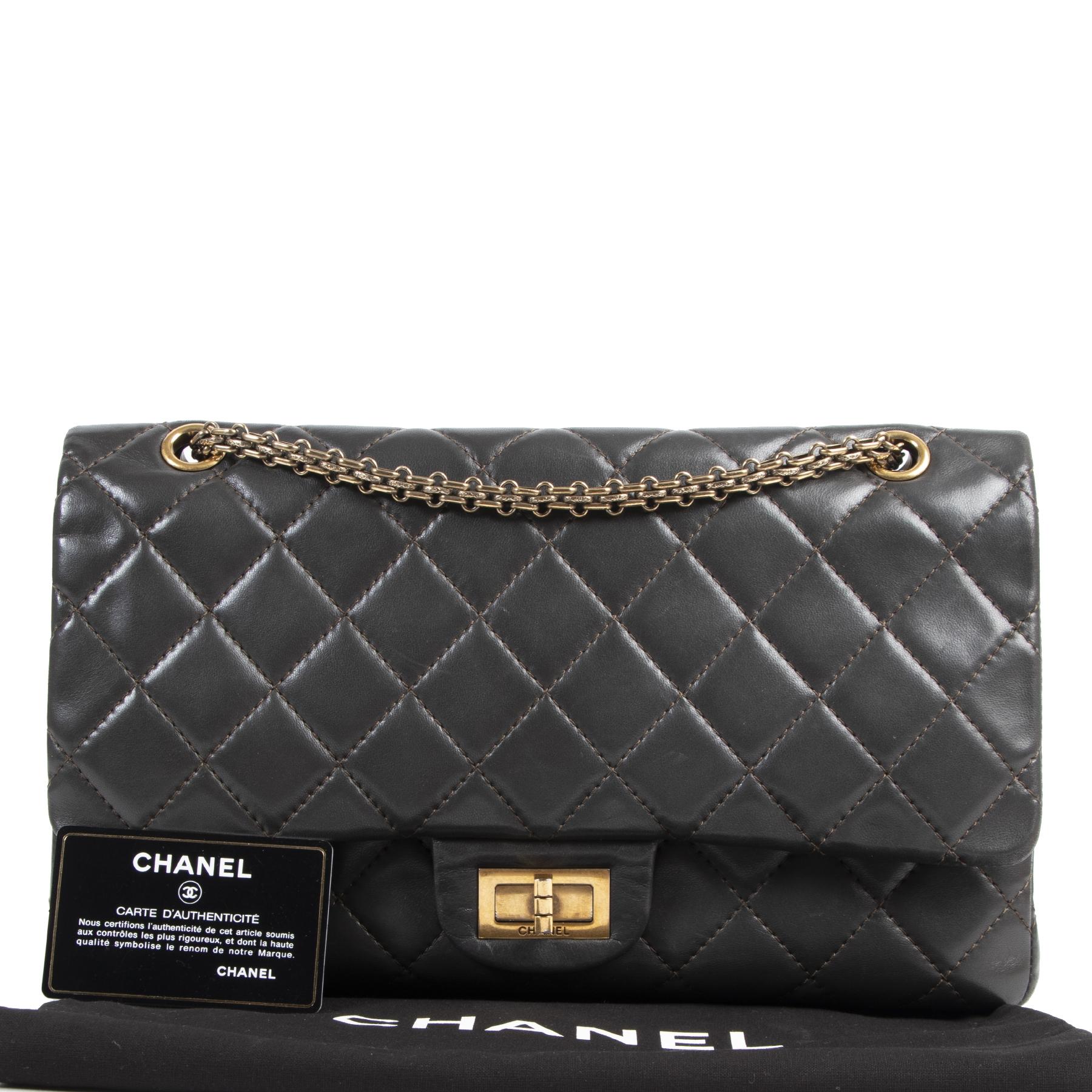 Chanel Brown Lambskin 2.55 Reissue 227 Flap Bag bij Labellov tweedehands luxe webshop in Antwerpen