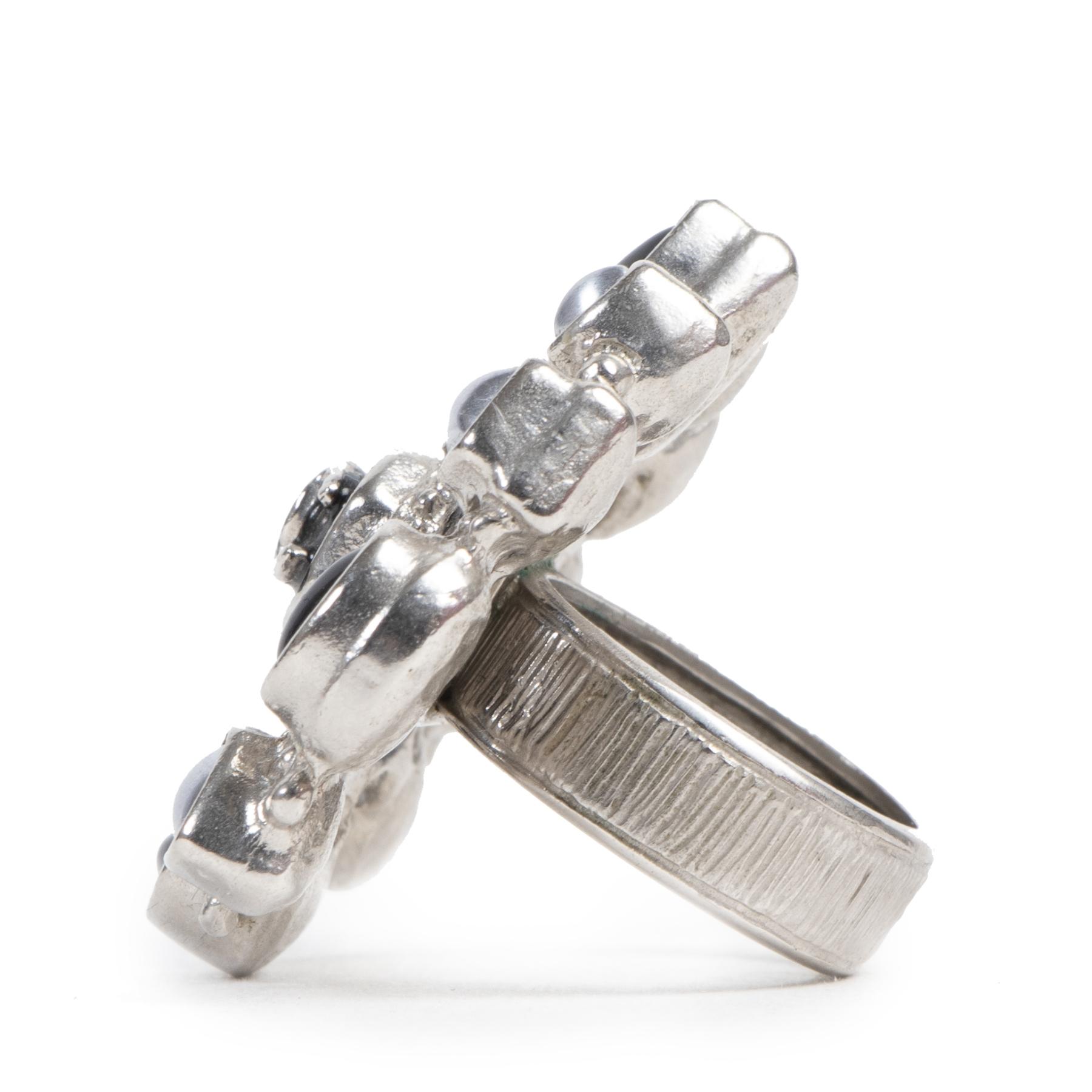 Authentieke Tweedehands Chanel Black Silver Embellished Ring - Size 54 juiste prijs veilig online shoppen luxe merken webshop winkelen Antwerpen België mode fashion
