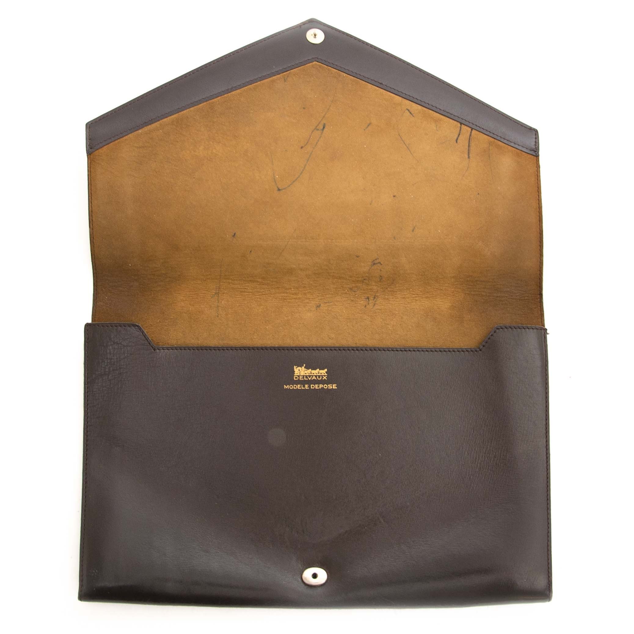 Delvaux Dark Brown Leather Clutch  Buy authentic secondhand Delvaux Clutch at the right price at Labellov vintage webshop. Safe and secure shopping. Koop authentieke tweedehands Delvaux clutch met juiste prijs bij LabelLOV.
