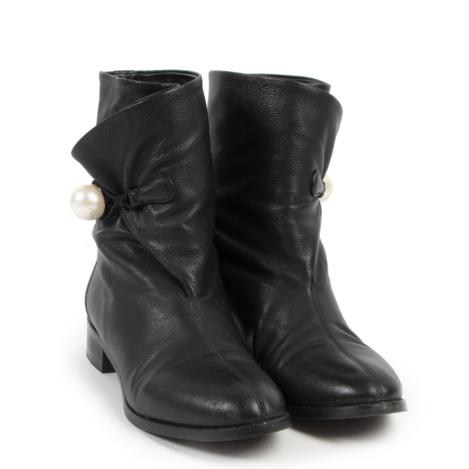 Buy authentic second hand Jimmy Choo boots with right price at LabelLOV.