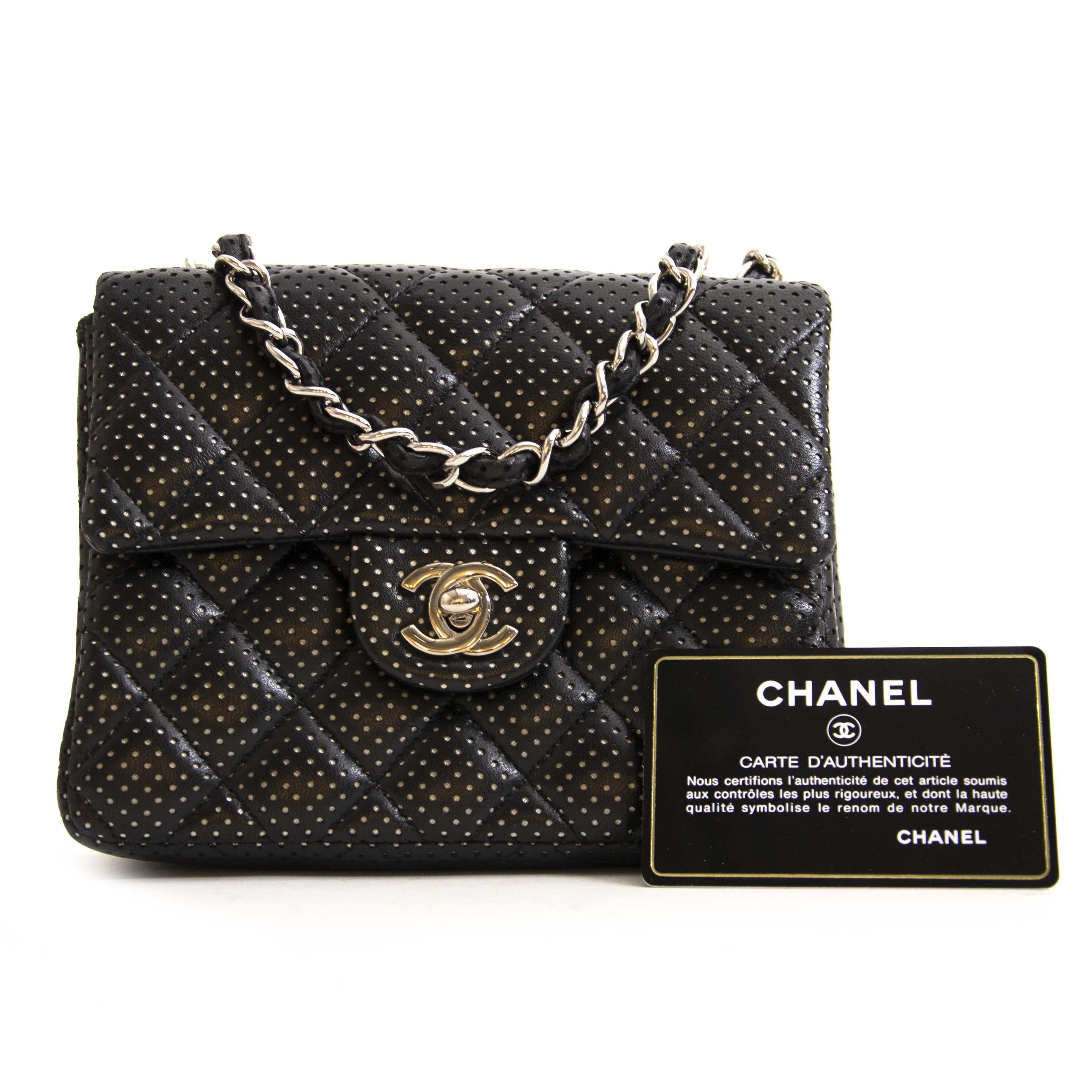 7ed4fdd3106ee5 ... Authentique seconde main Chanel Mini Square Perforated Quilted Bag  achète en ligne webshop LabelLOV