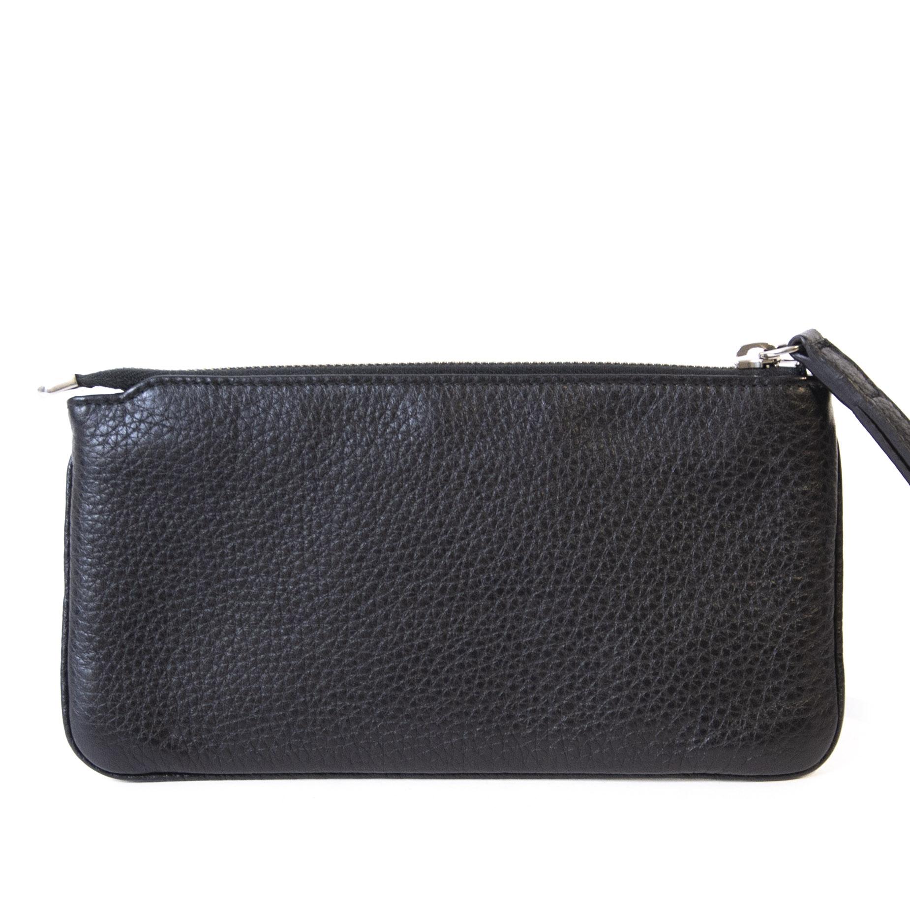 Authentieke Tweedehands Gucci Black Leather Pochette Bag GG Silver Studs juiste prijs veilig online shoppen luxe merken webshop winkelen Antwerpen België mode fashion