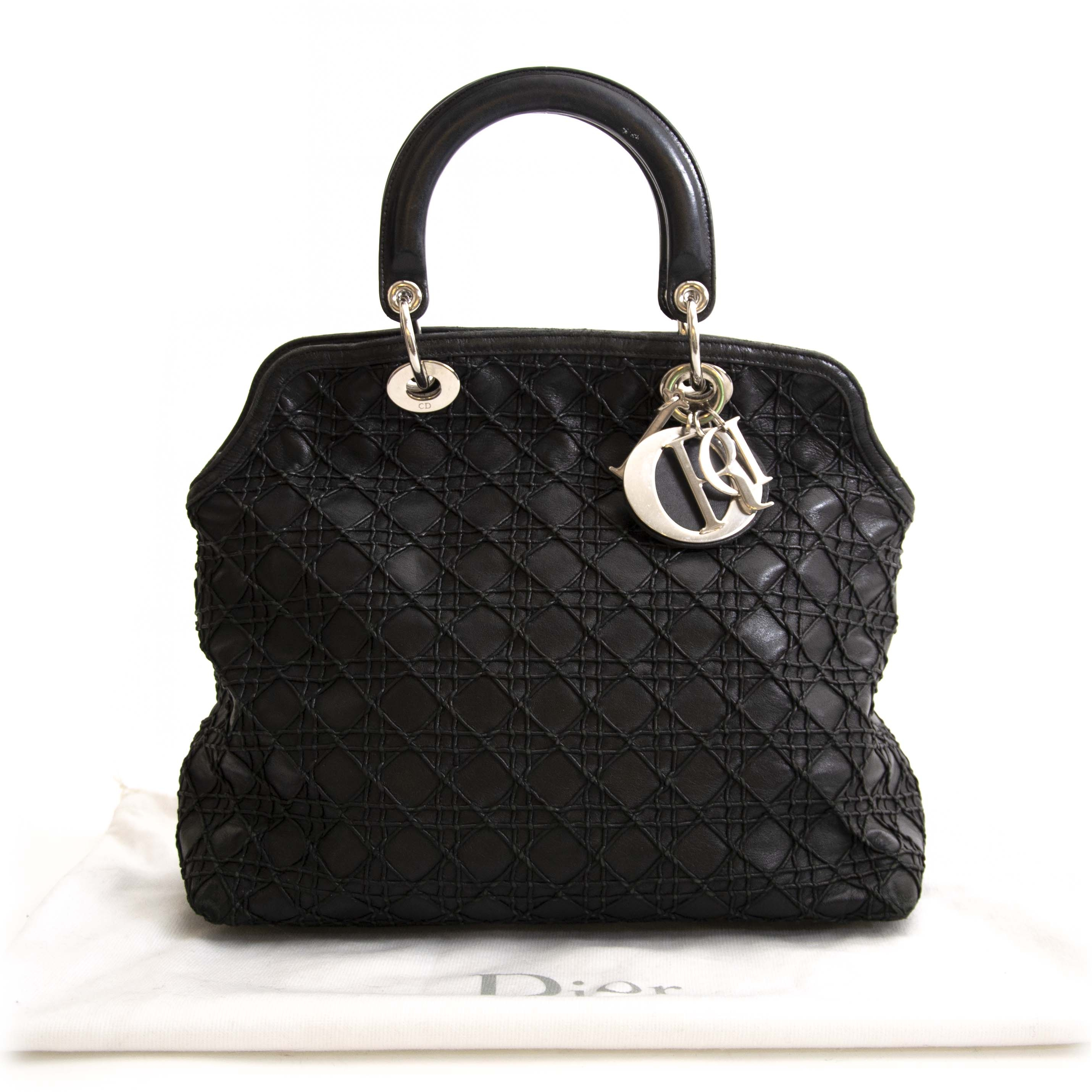 Lady Dior Black Cannage Tote Bag Buy and sell vintage secondhand handbags at Labellov in Antwerp Belgium. Pay safe and secure on the Labellov webshop. Koop en verkoop je handtas online bij Labellov Antwerpen België. Vente et achat des sac a mains vintage
