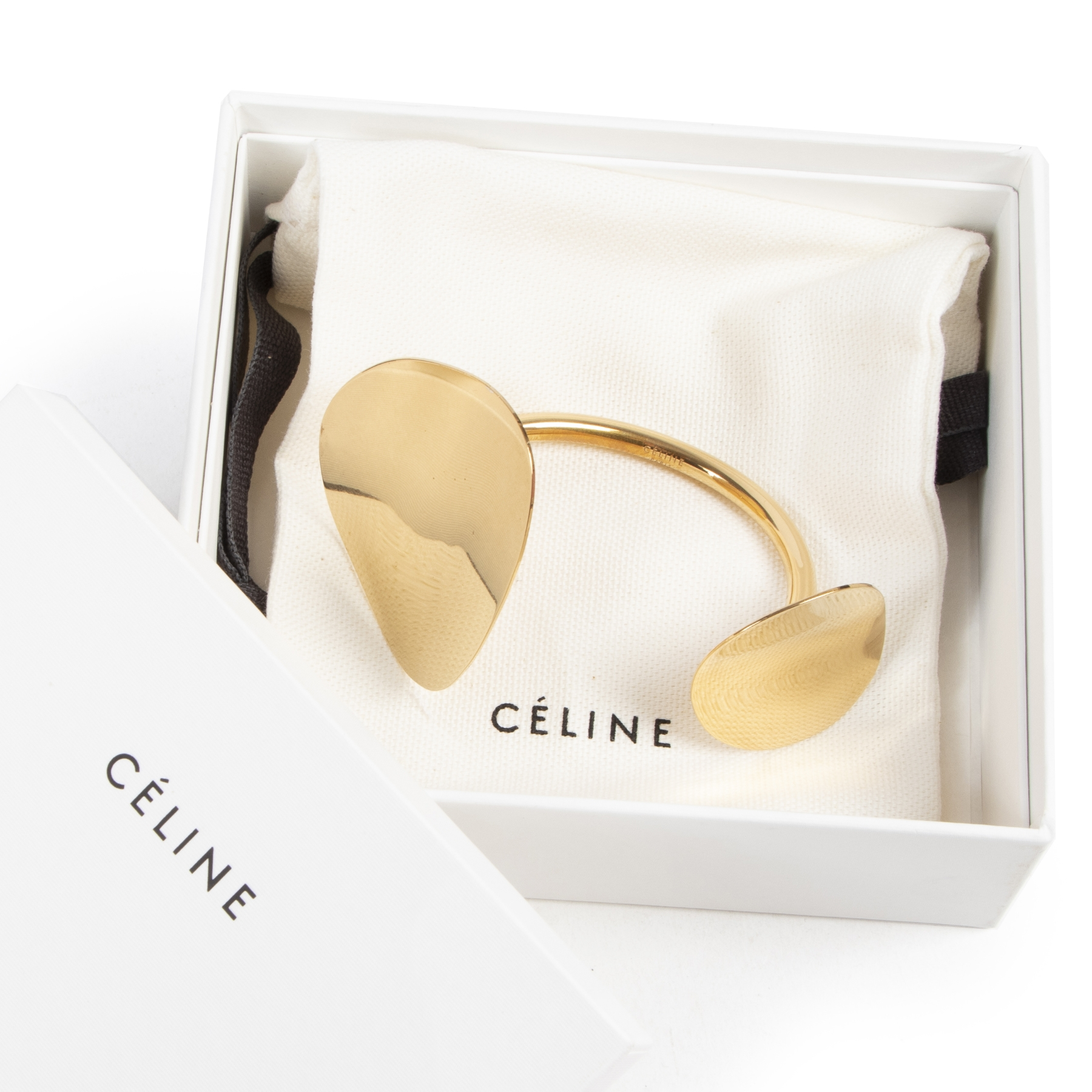 Céline Golden Bracelet. Authentieke Céline accessoires bij LabelLOV Antwerpen. Authentique seconde-main luxury en ligne webshop LabelLOV. Authentic Céline accessories at LabelLOV Antwerp.