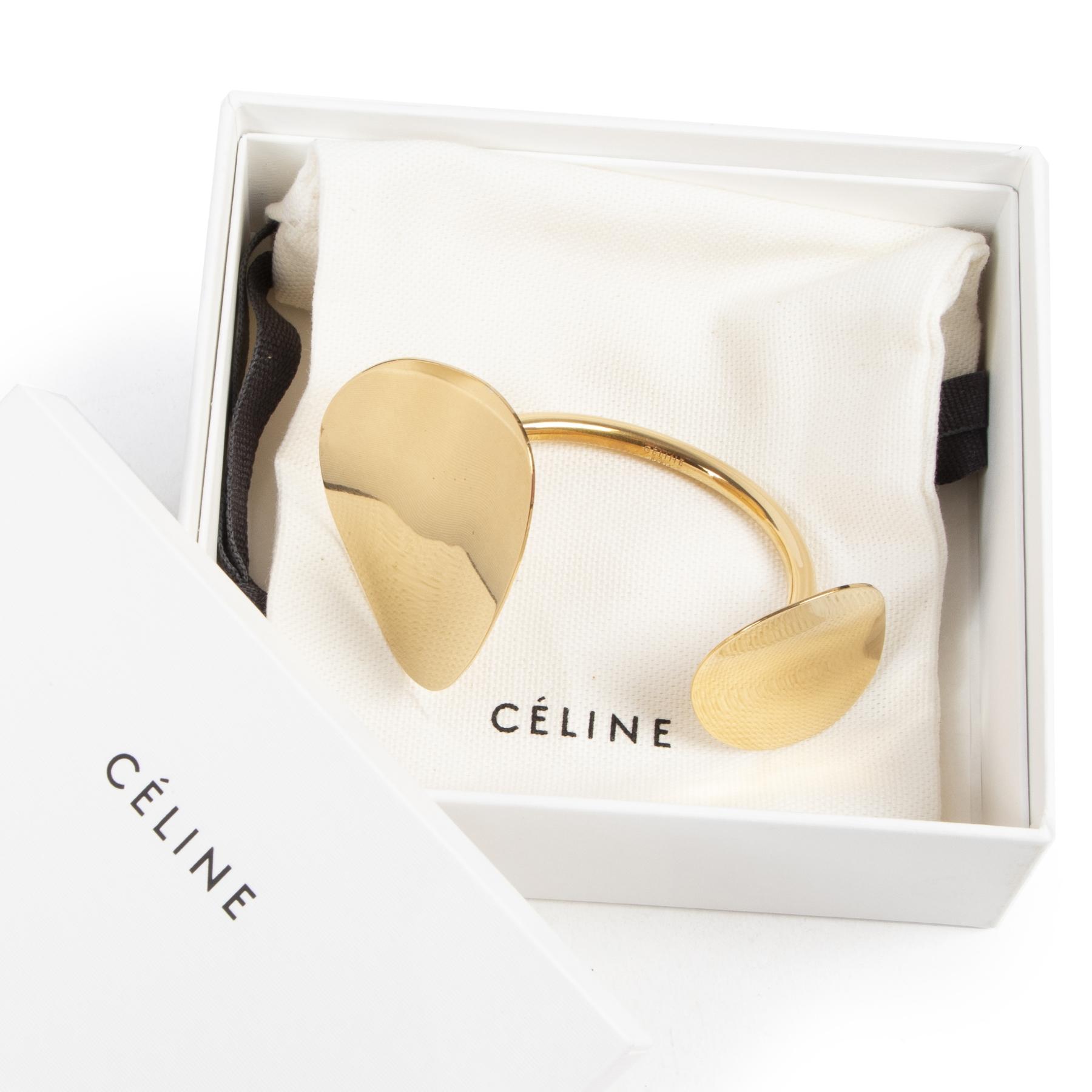 Céline Golden Bracelet. Authentieke Céline accessoires bij LabelLOV Antwerpen. Authentique seconde-main luxury en ligne webshop LabelLOV. Authentic Céline accessories at LabelLOV Antwerp.