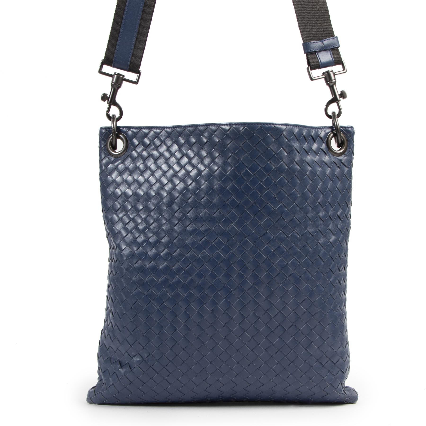 Authentic secondhand Bottega Veneta Blue Intrecciato Woven Nappa Leather Messenger Bag designer bags fashion luxury vintage webshop safe secure online shopping