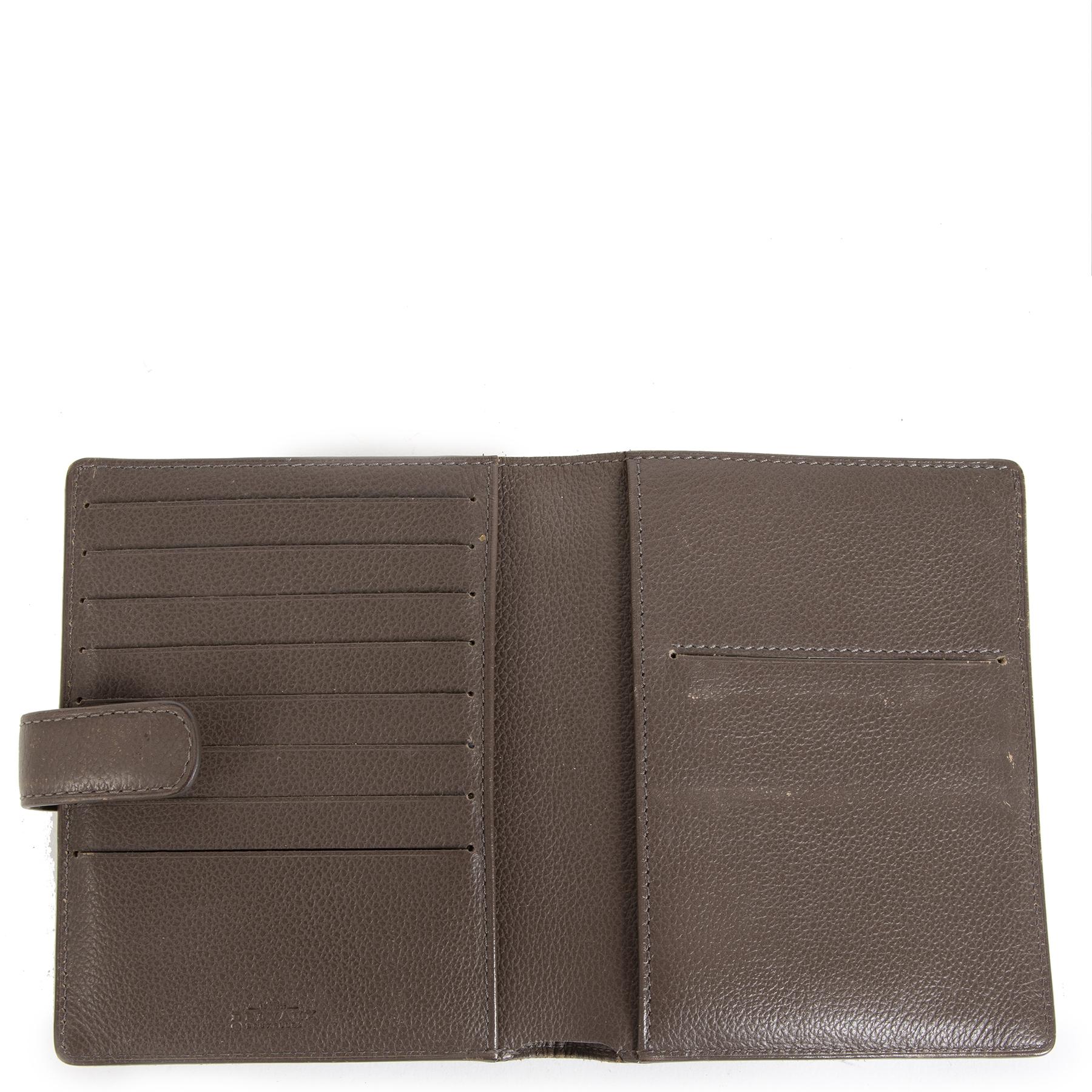 Authentic Delvaux Brillant Brown Leather Wallet d'occasion en toute sécurité boutique en ligne LabelLOV marque de lux LabelLOV Anvers Belgique