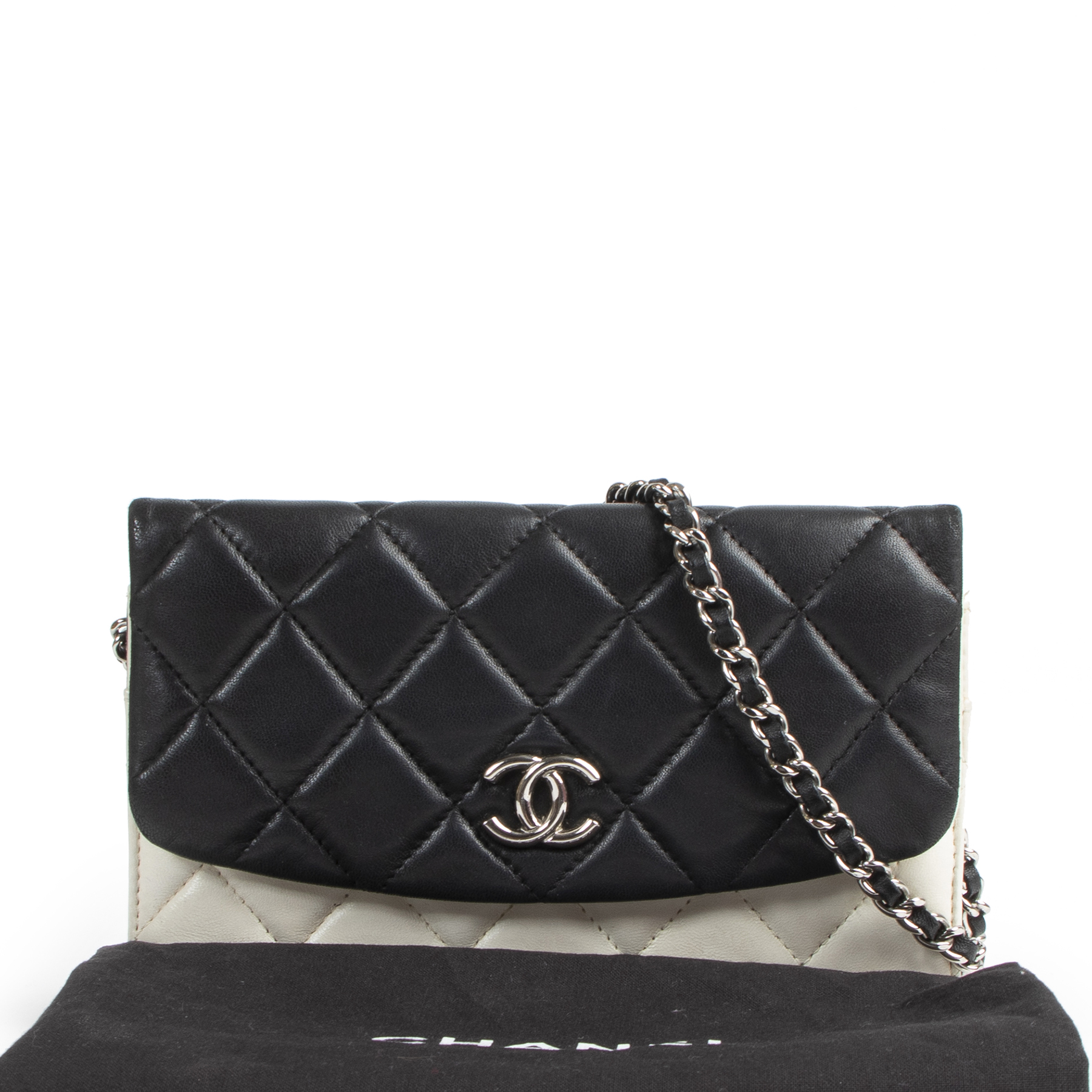 Chanel Lambskin Quilted Double Sided Black & White Wallet On Chain WOC pour le meilleur prix chez Labellov à Anvers