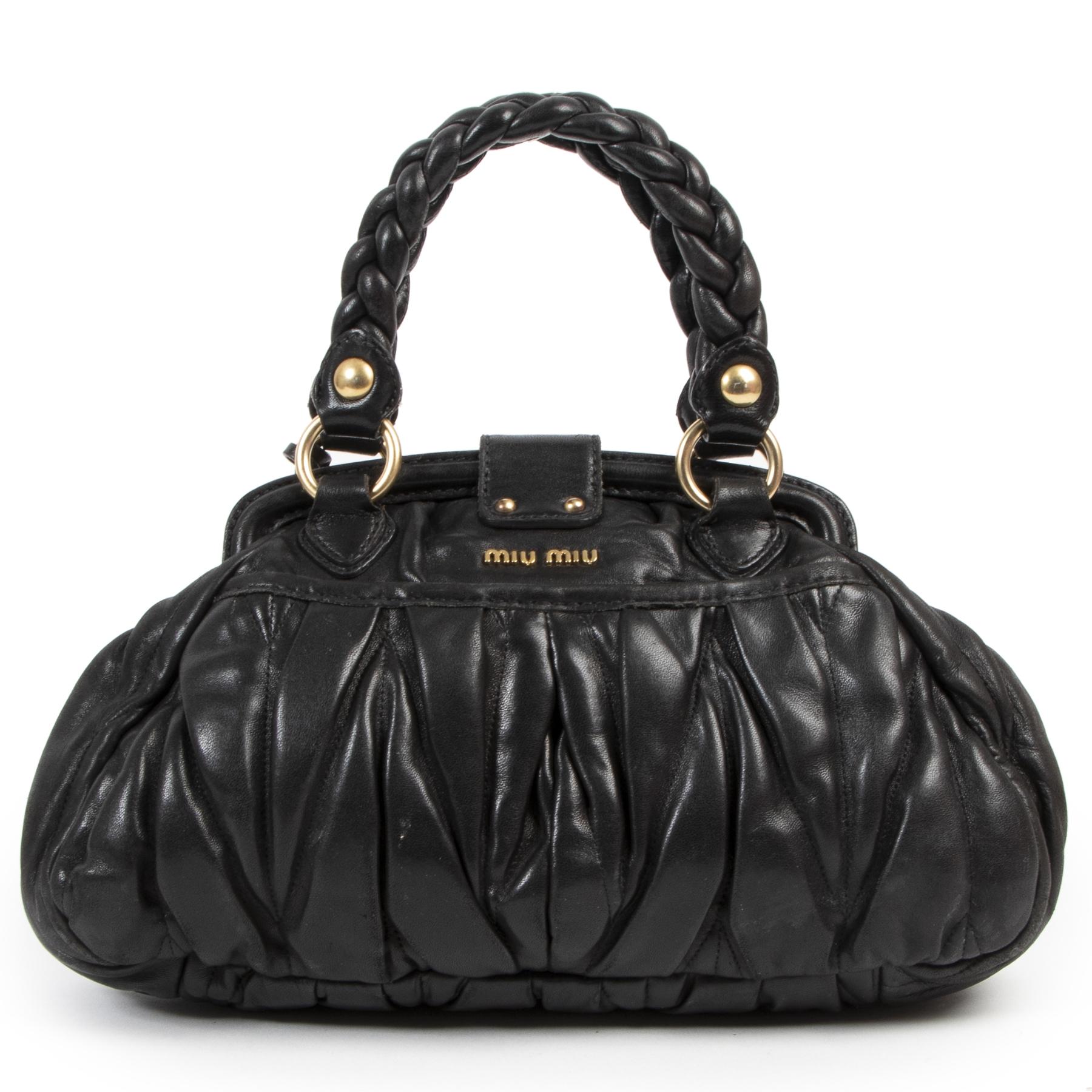 Miu Miu Black Pleated Shoulder Bag kopen en verkopen aan de beste prijs