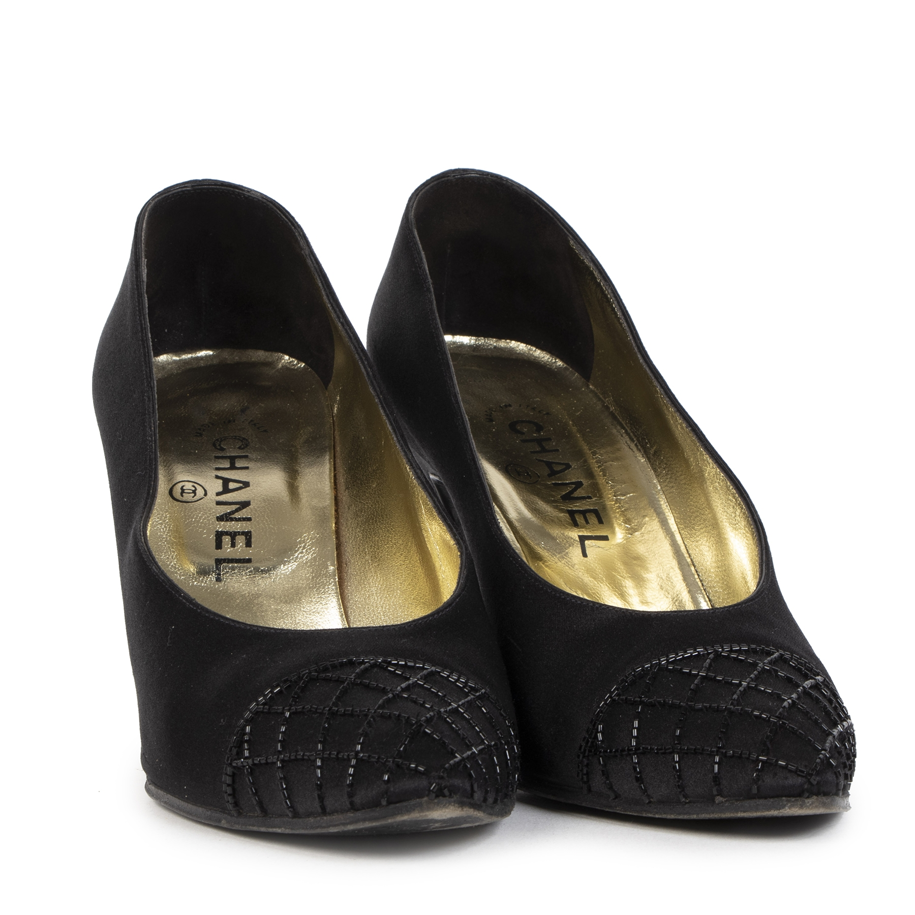 Authentic secondhand Chanel Black Beaded Satin Pointy Pumps - size 37,5 designer shoes high heels designer brands fashion luxury vintage webshop worldwide shipping safe secure online shopping Antwerp Belgium