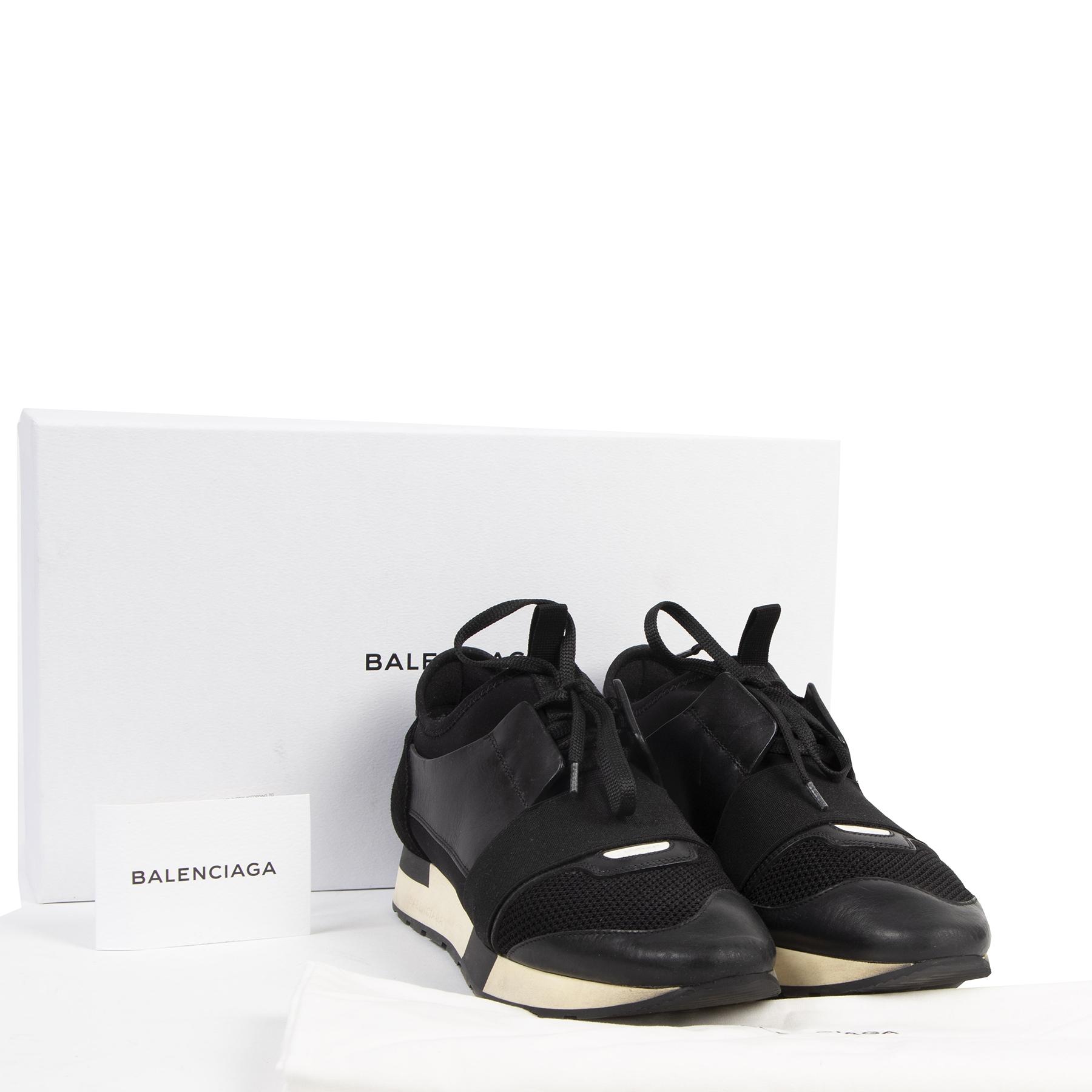 Balenciaga Black Race Runner Sneakers - size 41 pour le meilleur prix chez Labellov