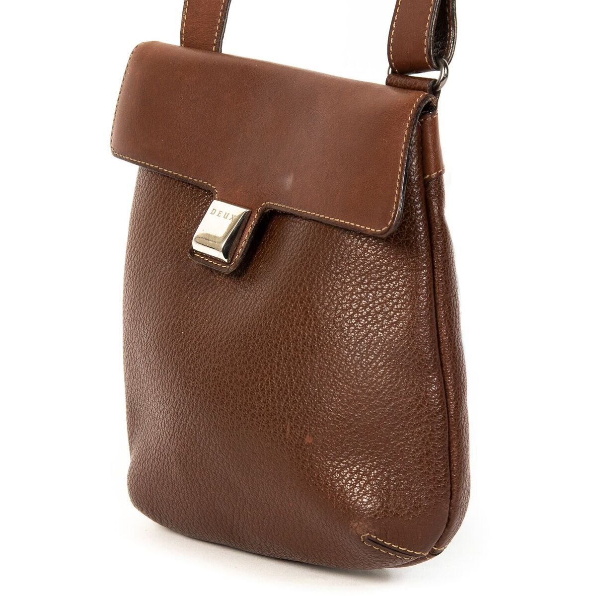 Buy authentic secondhand timeless Delvaux handbags at LabelLOV webshop, safe payment.