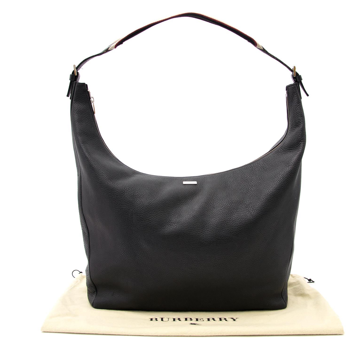 ... Burberry noir sac à main disponible chez Labellov Belgique à Anvers au  meilleur prix. 185bc92514d74