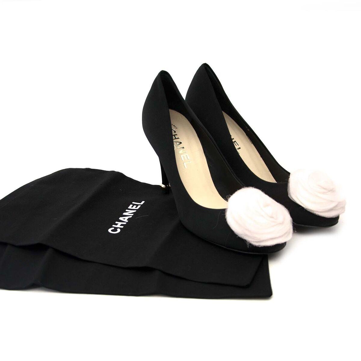 Compra zapatos de Chanel muy en moda para el precio correcto en LabelLOV.