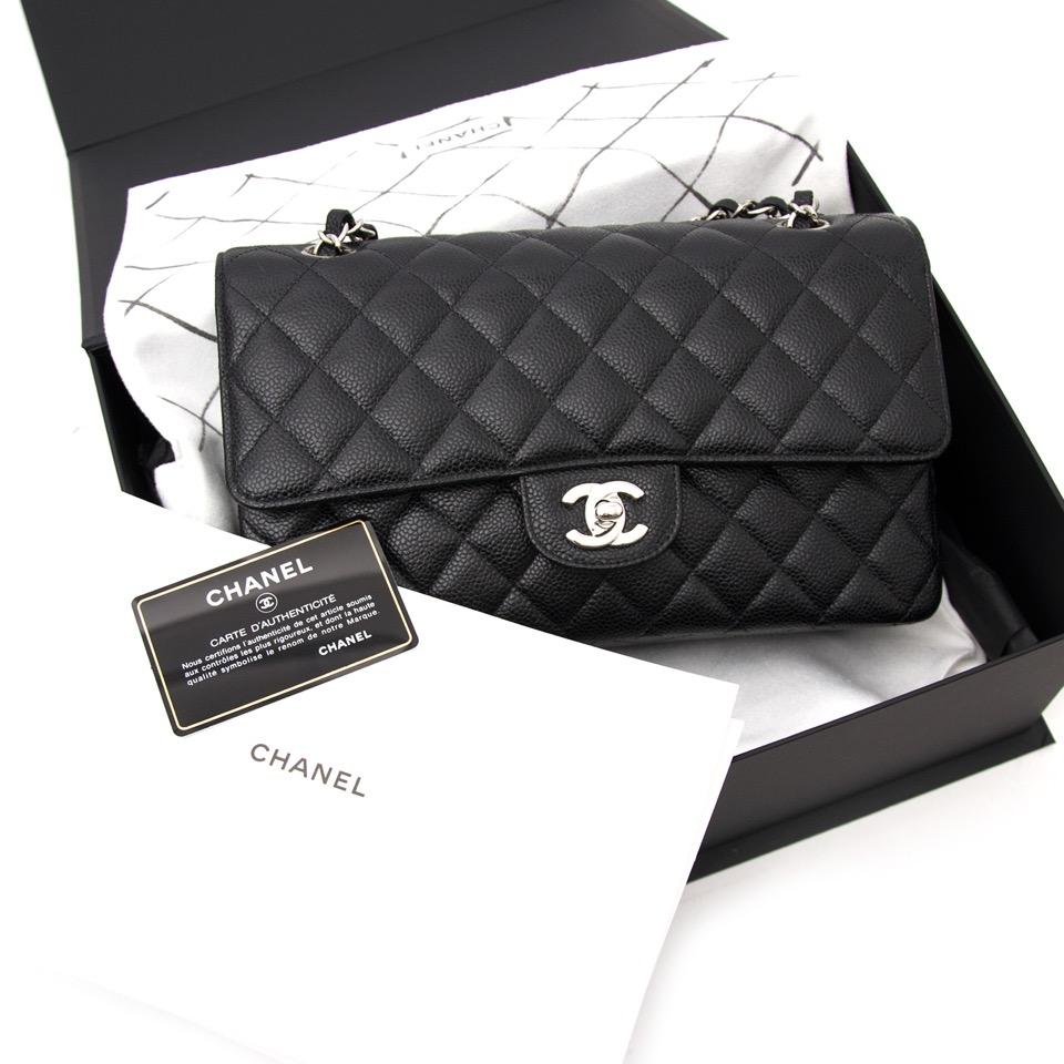 9235bf4b8b881 Shop safe online aan de beste prijs Chanel Black Caviar Medium Classic  Single Flap Bag