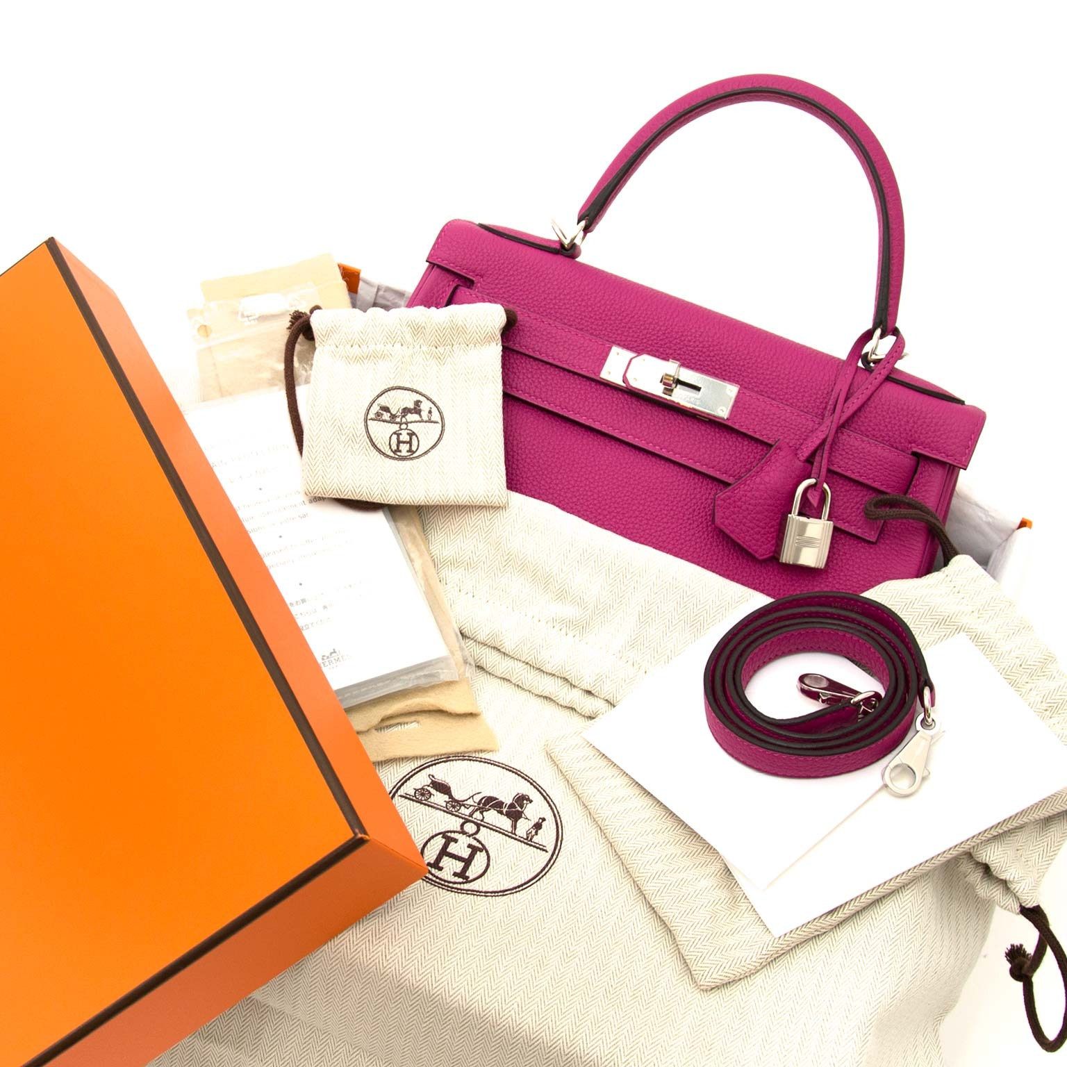 skip the waitinglist and get your Hermès Kelly 28 Togo Pourpre phw right now at labellov.com
